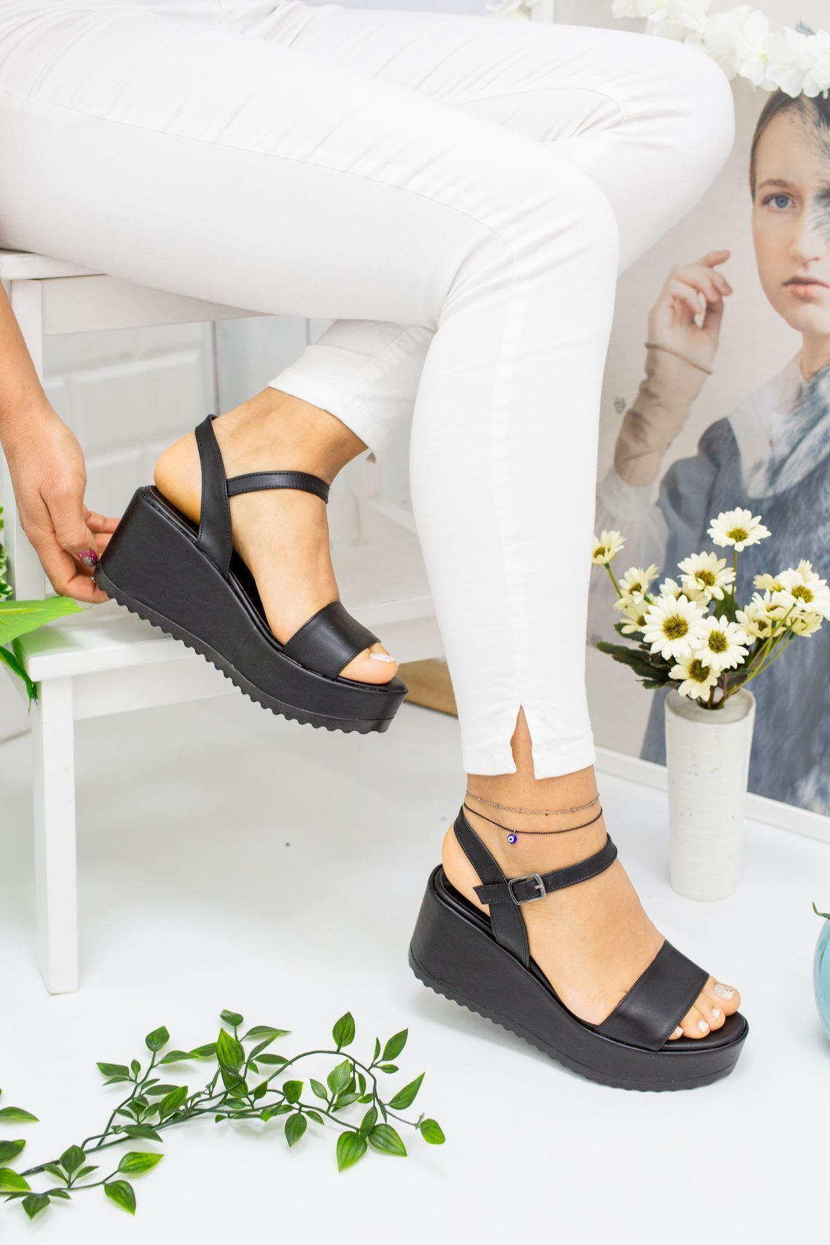 Alix Siyah Cilt Kadın Dolgu Topuk Sandalet