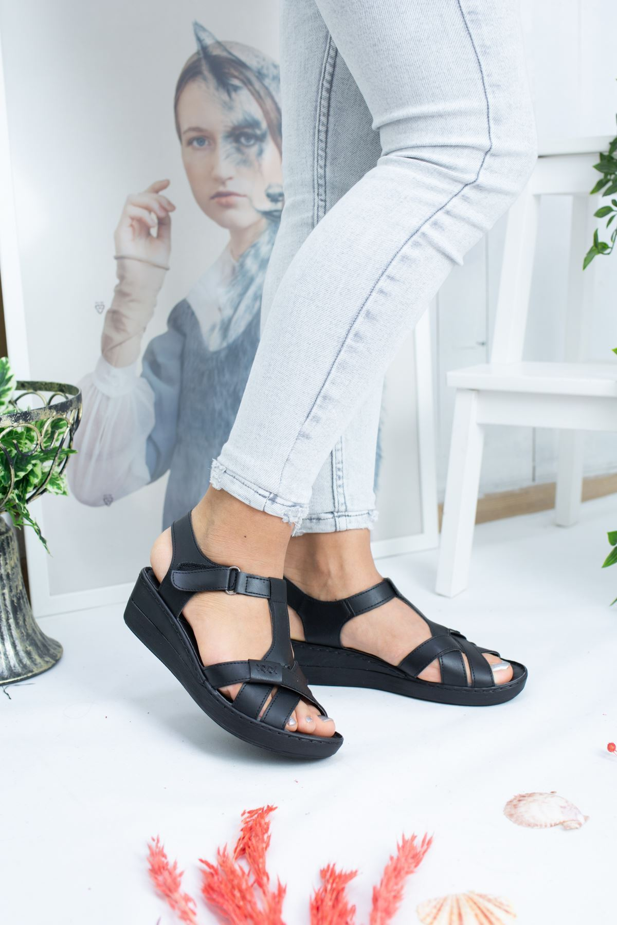 Lois Siyah Cilt Kadın Sandalet