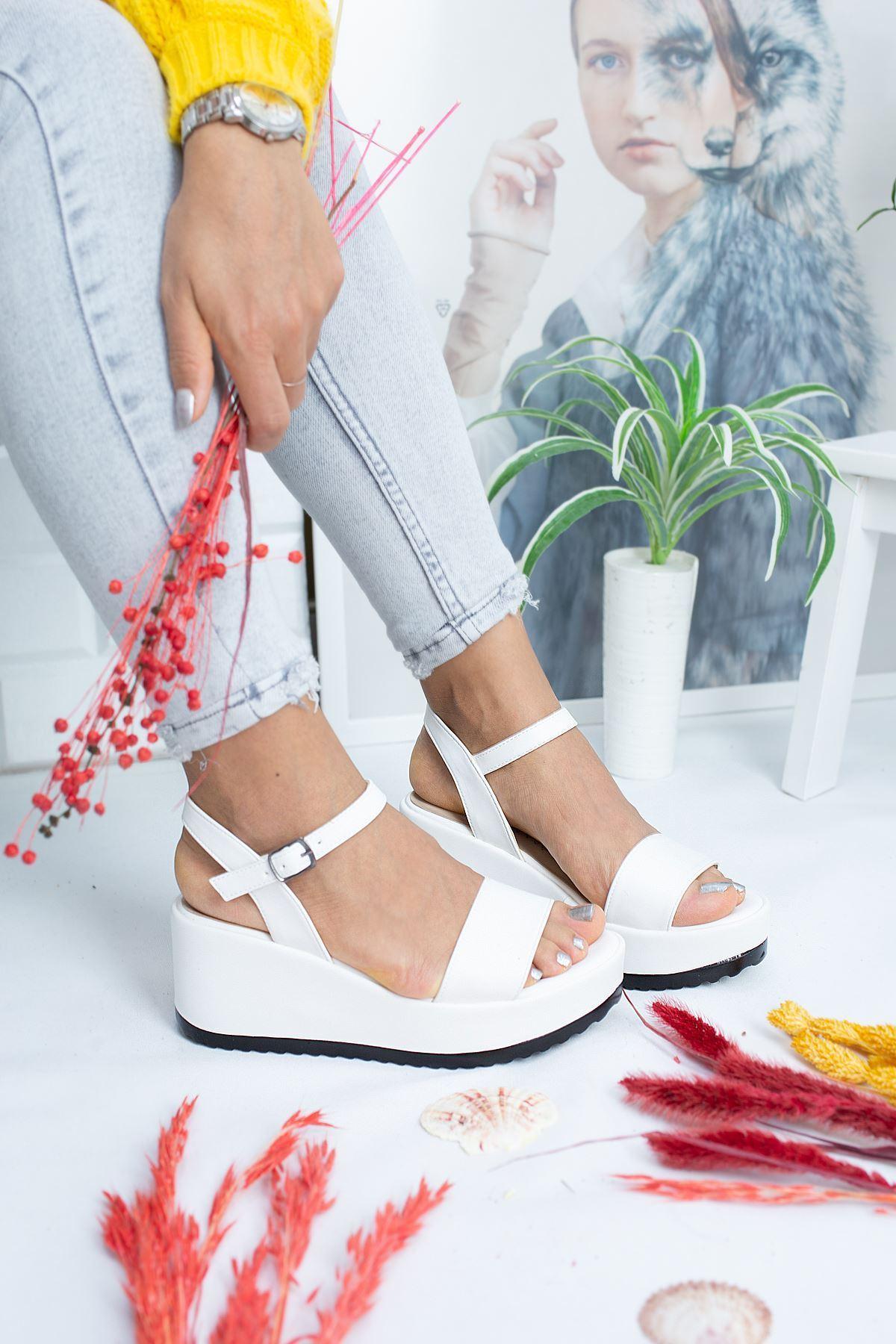 Alix Beyaz Cilt Kadın Dolgu Topuk Sandalet