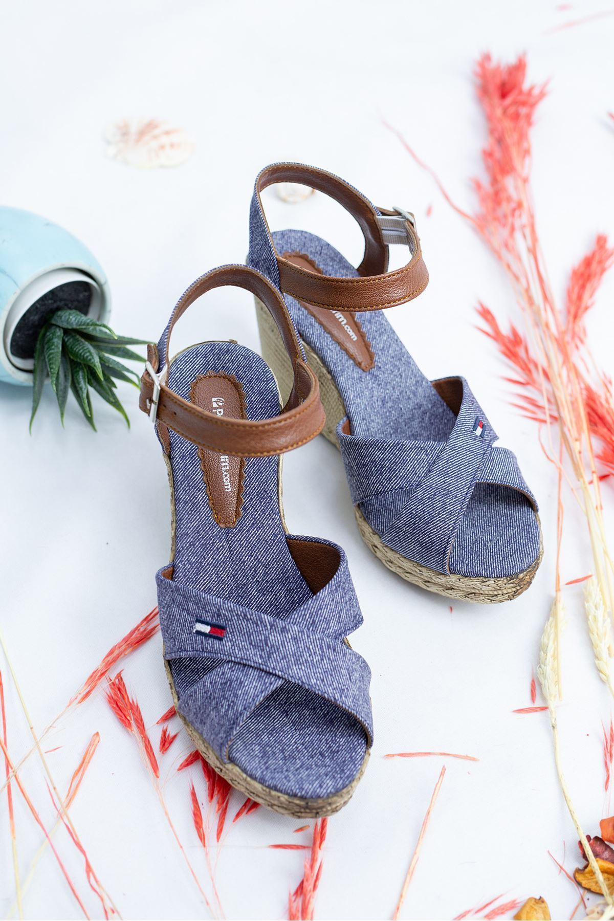Ernest Mavi Kadın Dolgu Topuk Ayakkabı