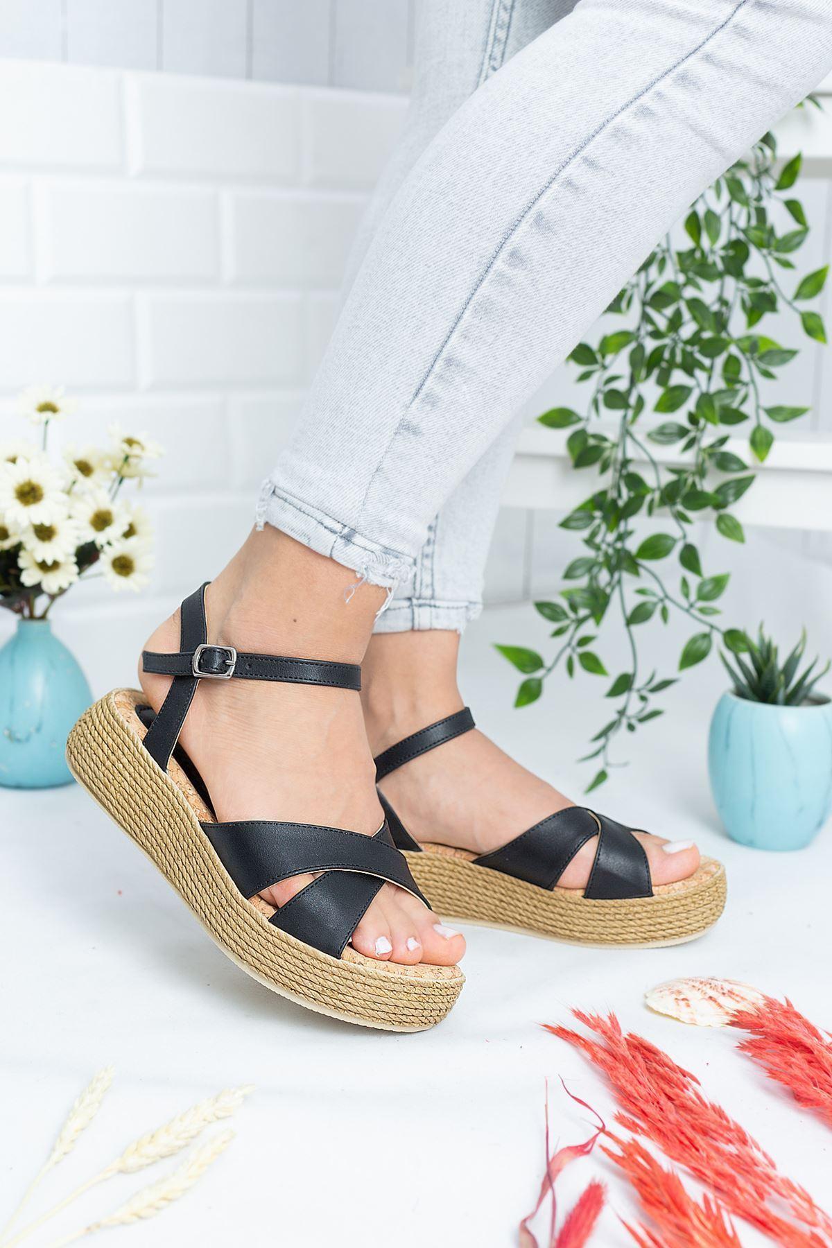 Rena Siyah Cilt Kadın Sandalet