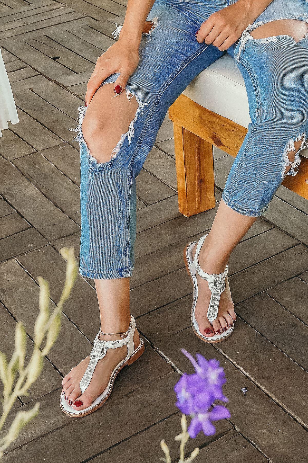 Nilla Beyaz Kadın Sandalet