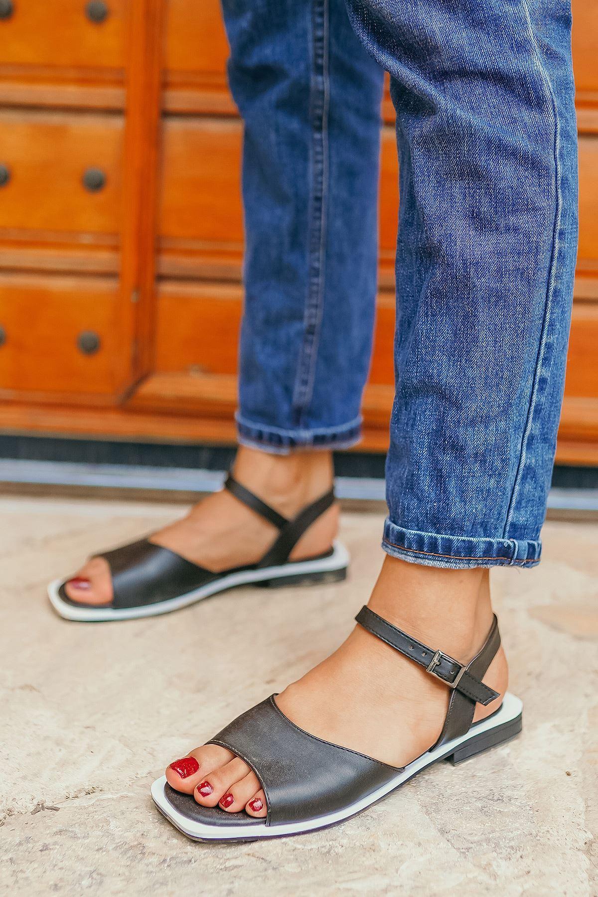 Yorgi Siyah Kadın Sandalet