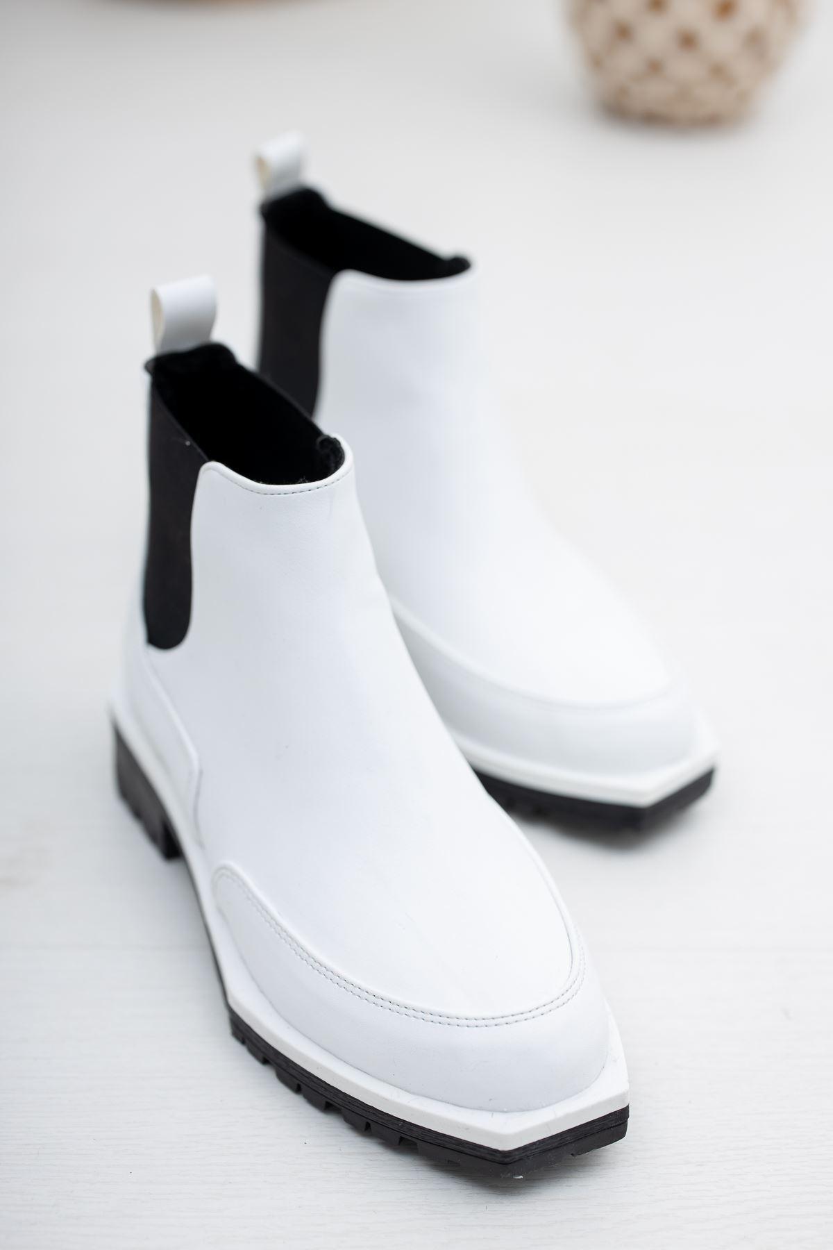 Chaya Beyaz - Siyah Lastik Detaylı Kadın Bot