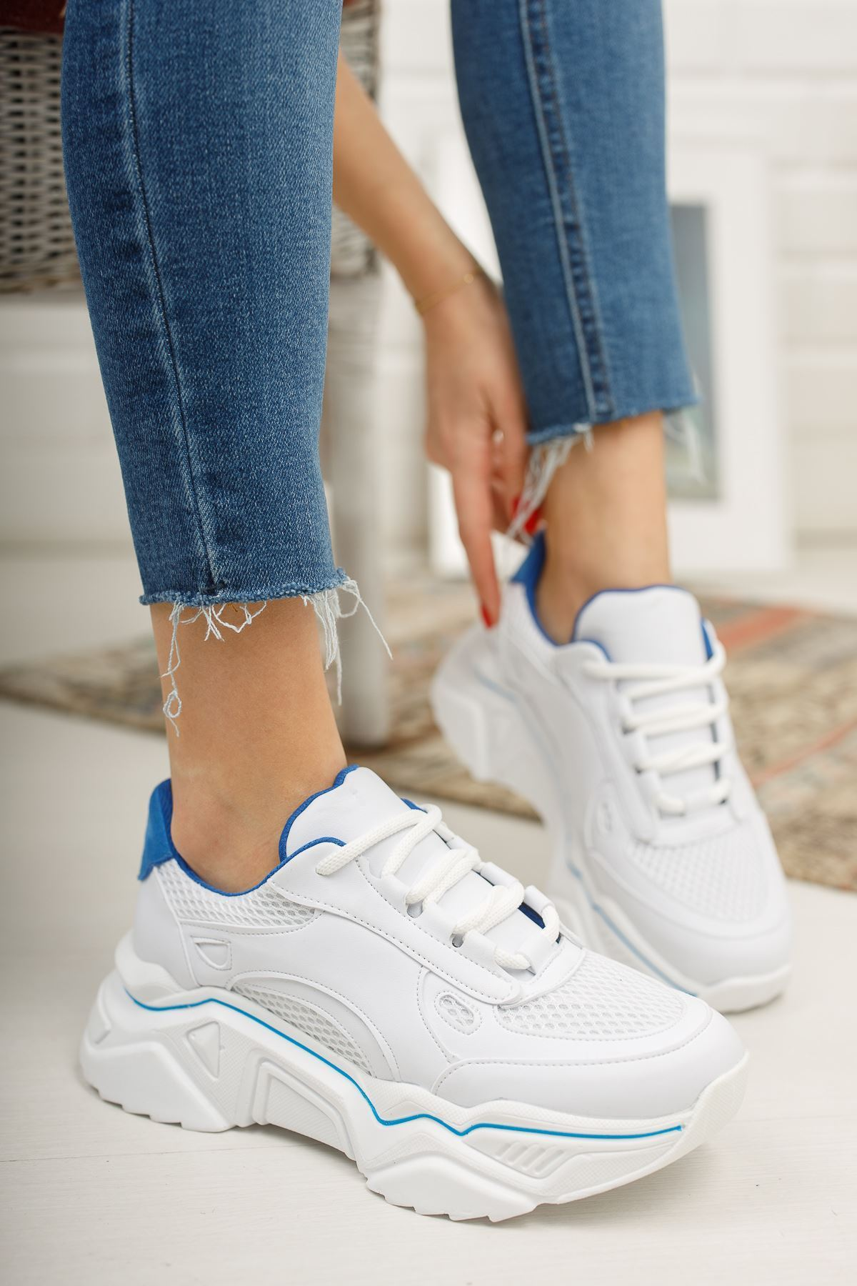 Loza Beyaz Mat Mavi Bağcıklı Kadın Spor Ayakkabı