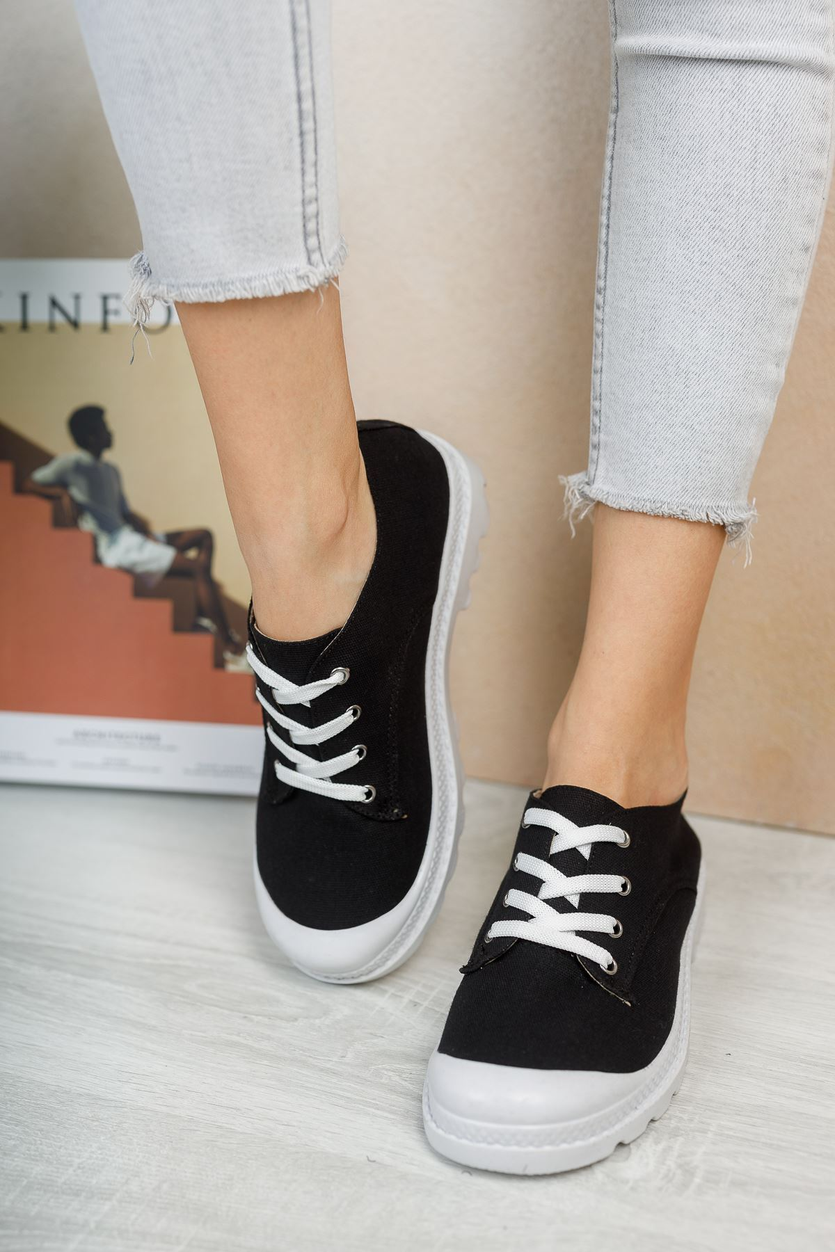 Pirina Siyah Keten Bağcıklı Kadın Spor Ayakkabı