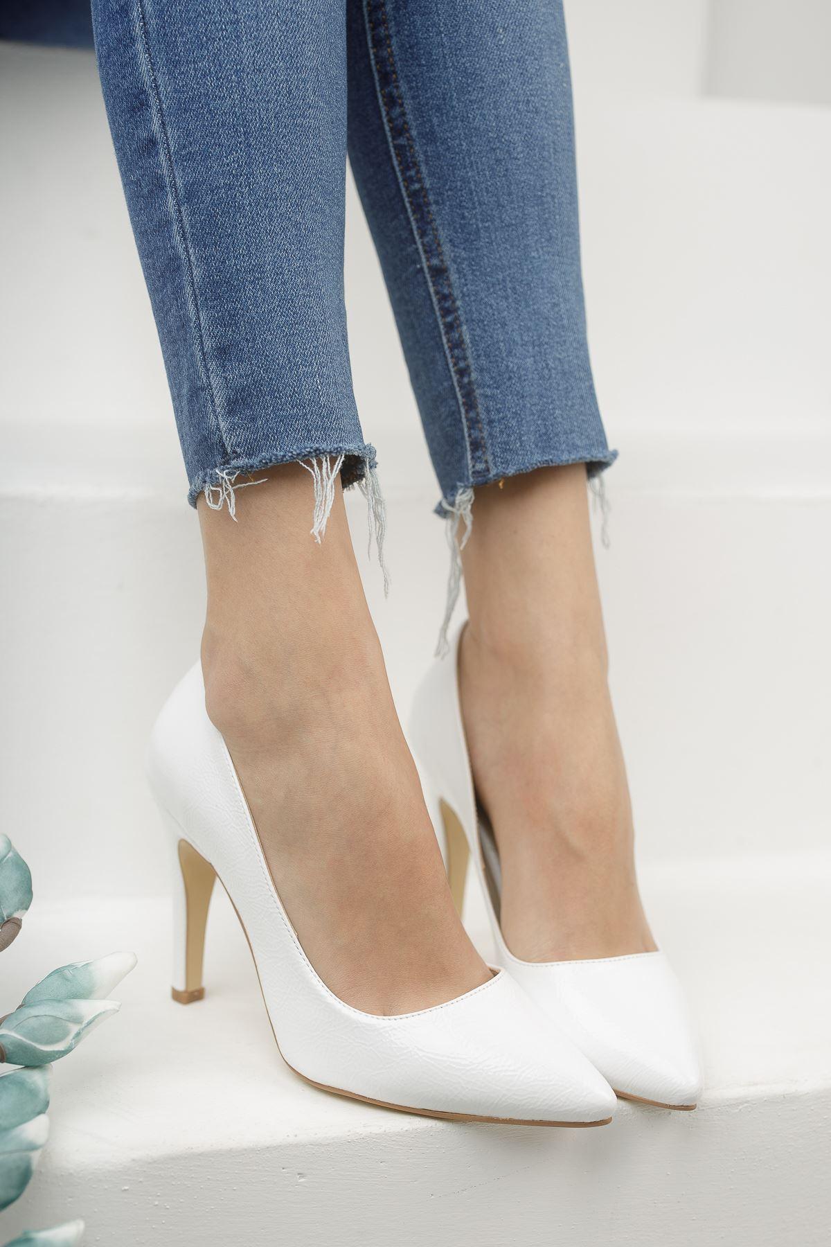Mariam Beyaz Kırışık Rugan Yüksek Topuklu Stiletto