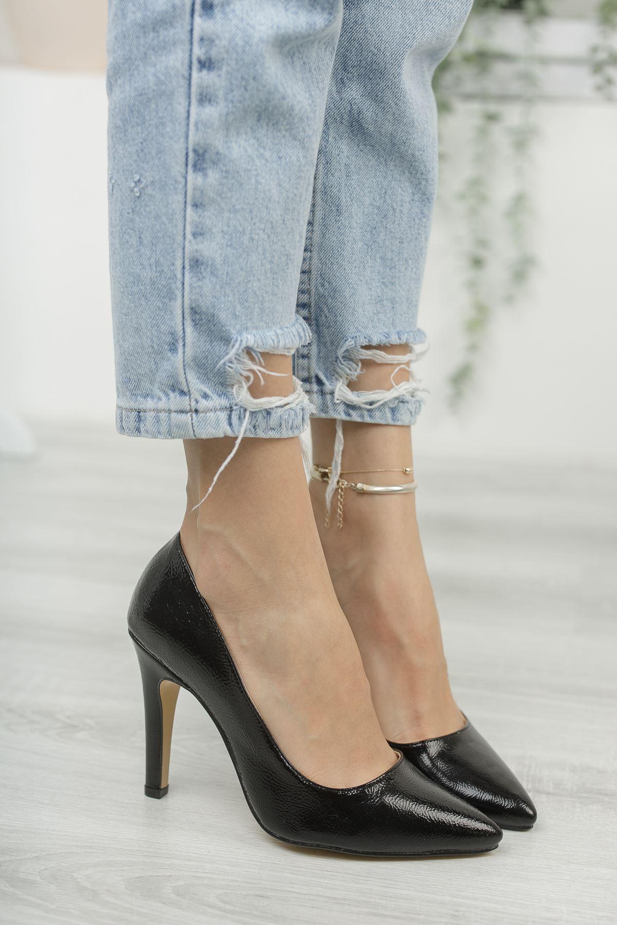 Mariam Siyah Kırışık Rugan Yüksek Topuklu Stiletto