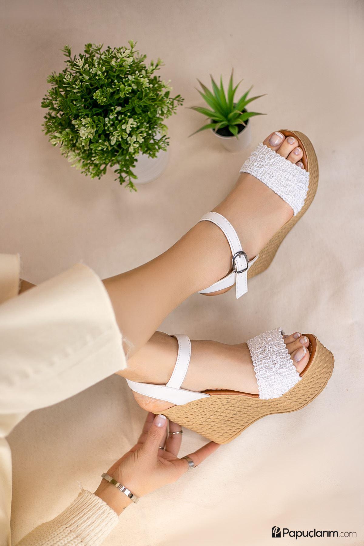 Hilde Beyaz Dantel Yüksek Dolgu Topuk Kadın Ayakkabı