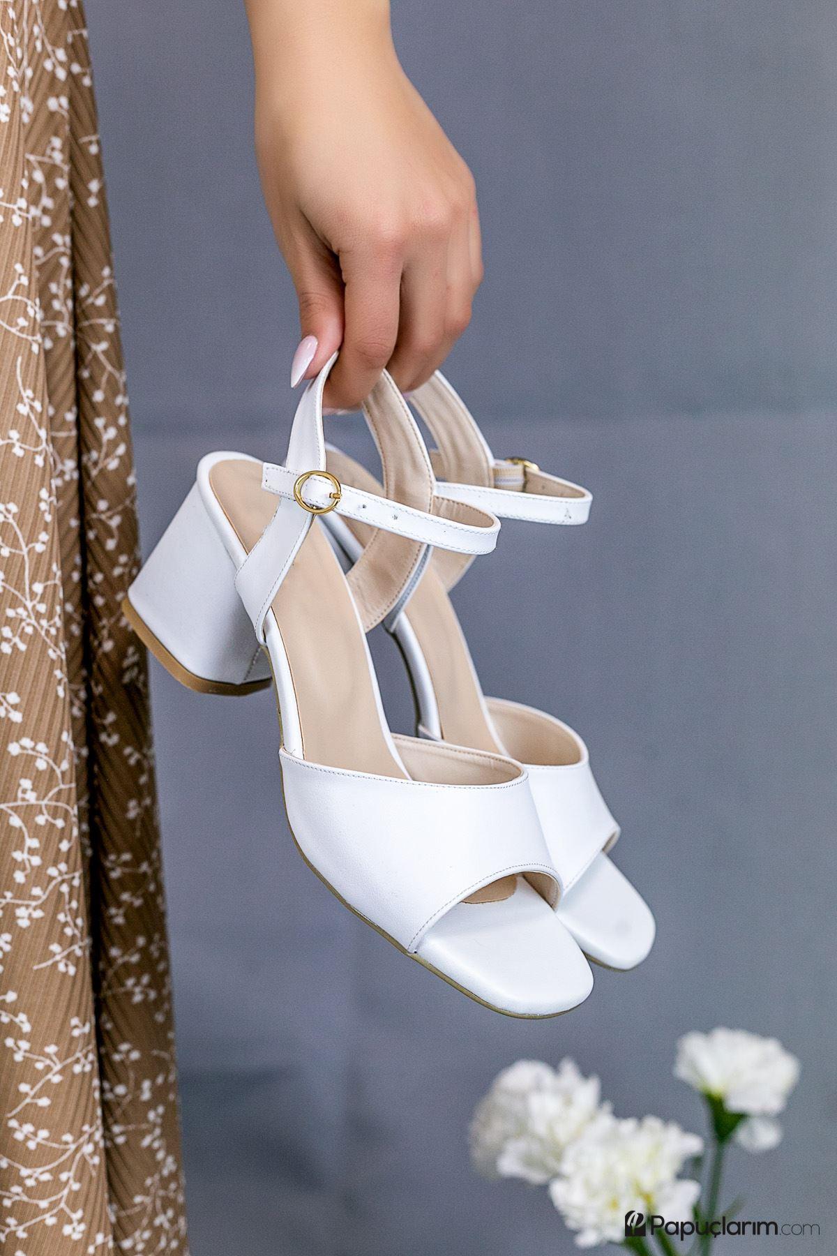 Agie Beyaz Mat Deri Topuklu Kadın Ayakkabı