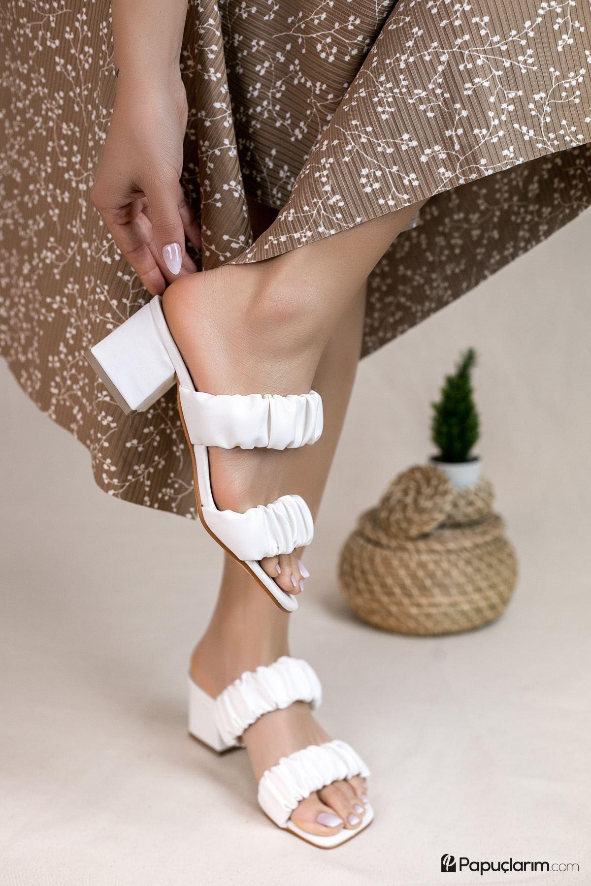 Abree Beyaz Mat Deri Kadın Topuklu Terlik