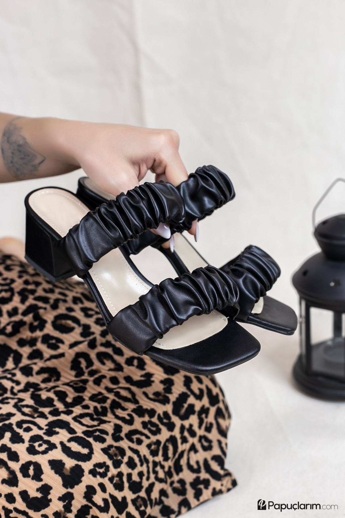 Abree Siyah Mat Deri Kadın Topuklu Terlik