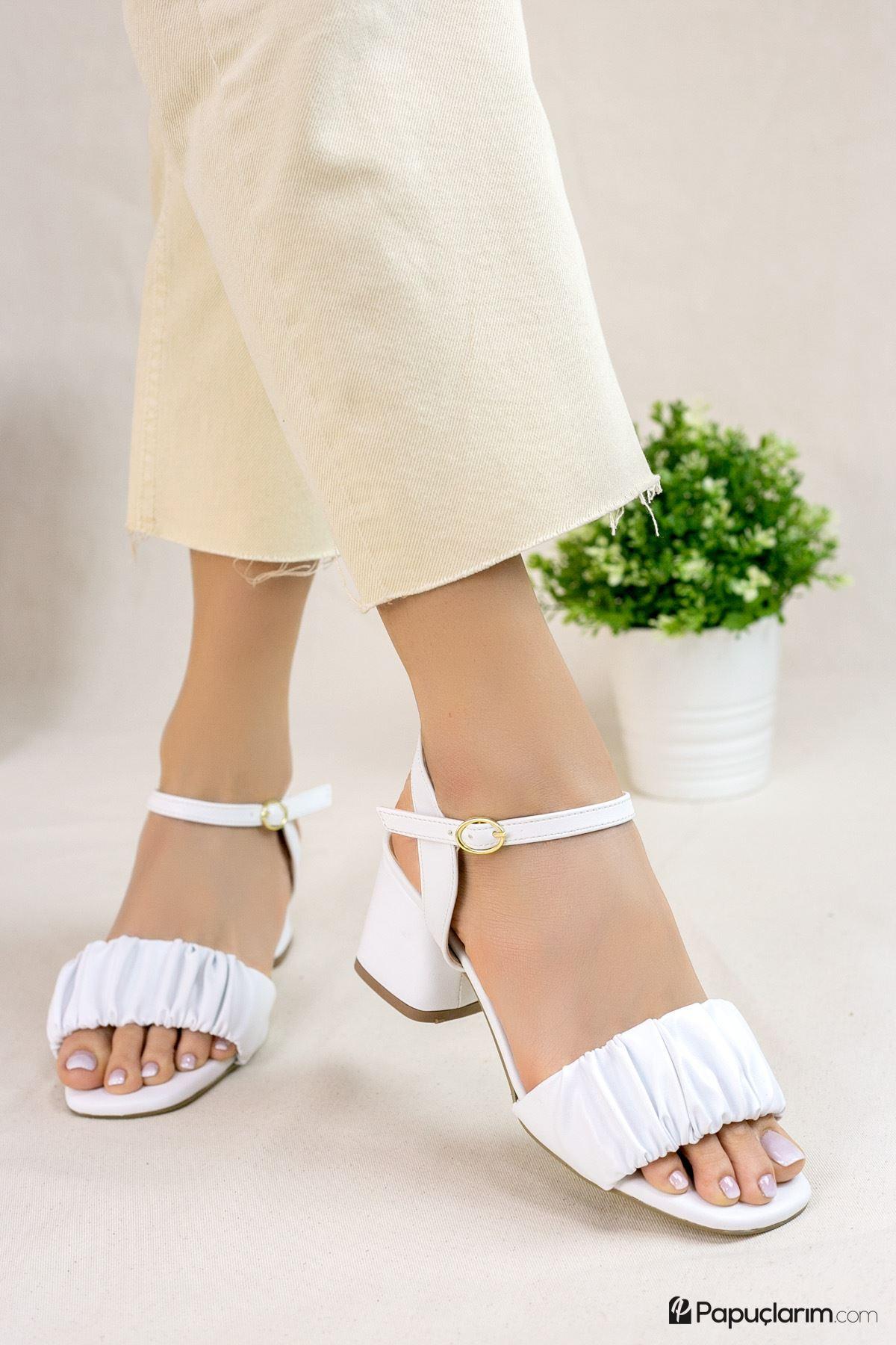 Calandra Beyaz Mat Deri Kadın Topuklu Ayakkabı
