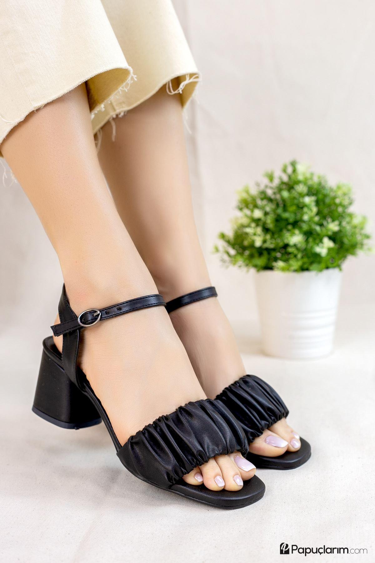 Calandra Siyah Mat Deri Kadın Topuklu Ayakkabı