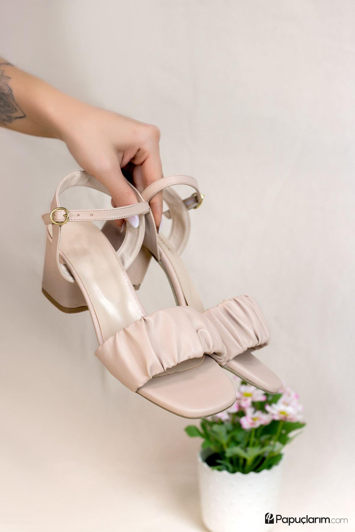 Calandra Vizon Mat Deri Kadın Topuklu Ayakkabı