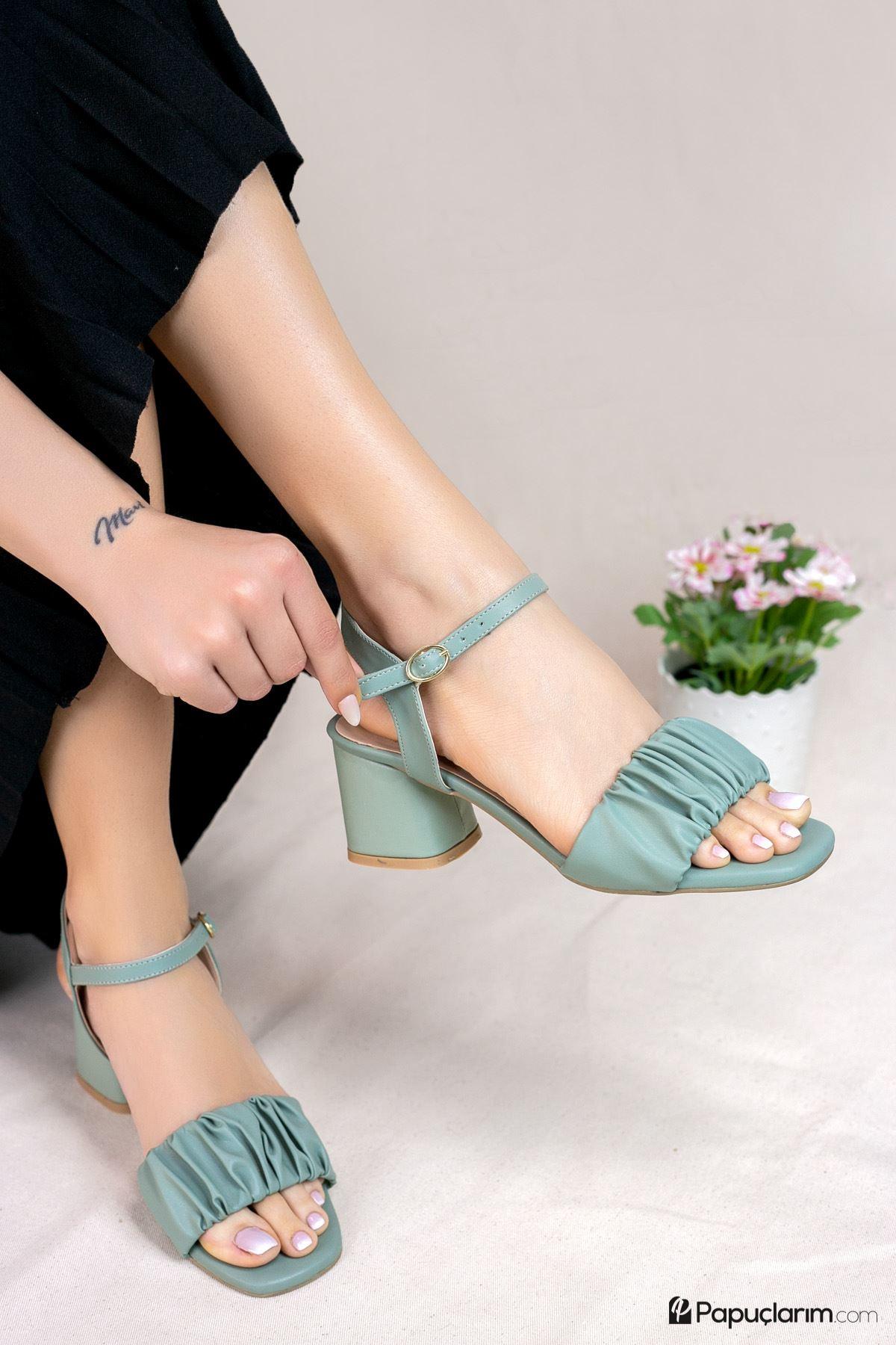 Calandra Yeşil Mat Deri Kadın Topuklu Ayakkabı
