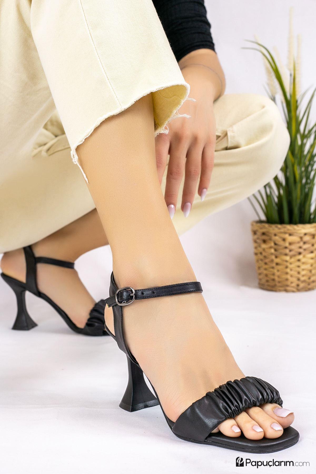 Mistico Siyah Mat Deri Kadın Topuklu Ayakkabı