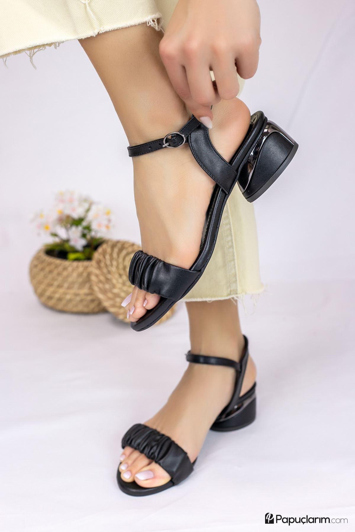 Graz Siyah Mat Deri Kadın Topuklu Ayakkabı