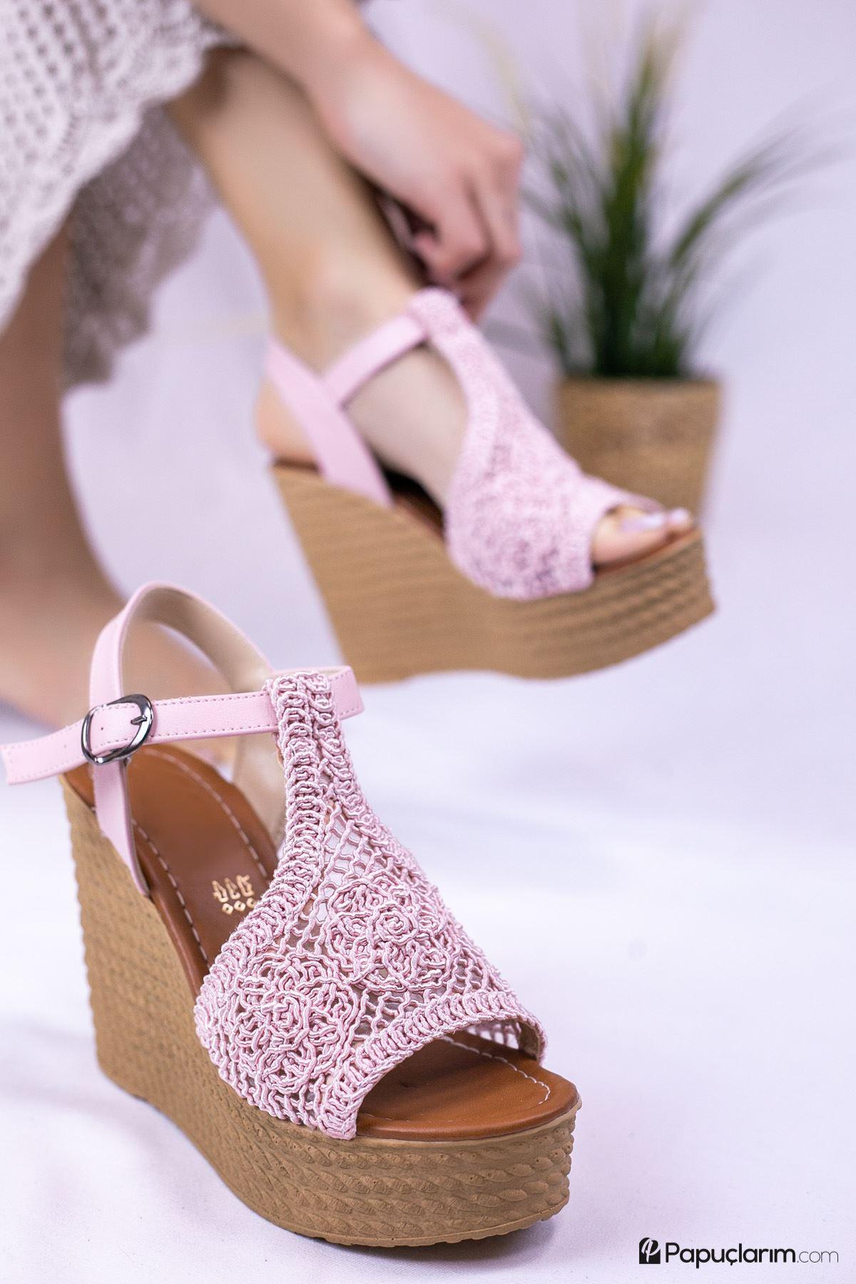 Venita Pembe Dantel Yüksek Dolgu Topuk Kadın Ayakkabı
