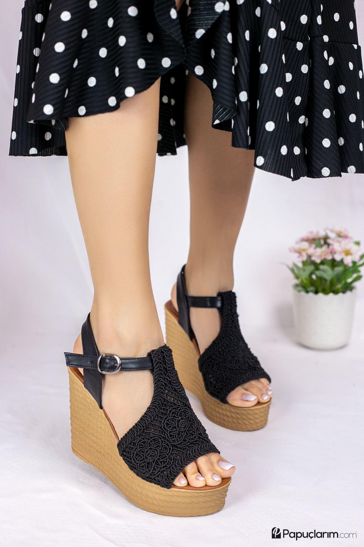 Venita Siyah Dantel Yüksek Dolgu Topuk Kadın Ayakkabı