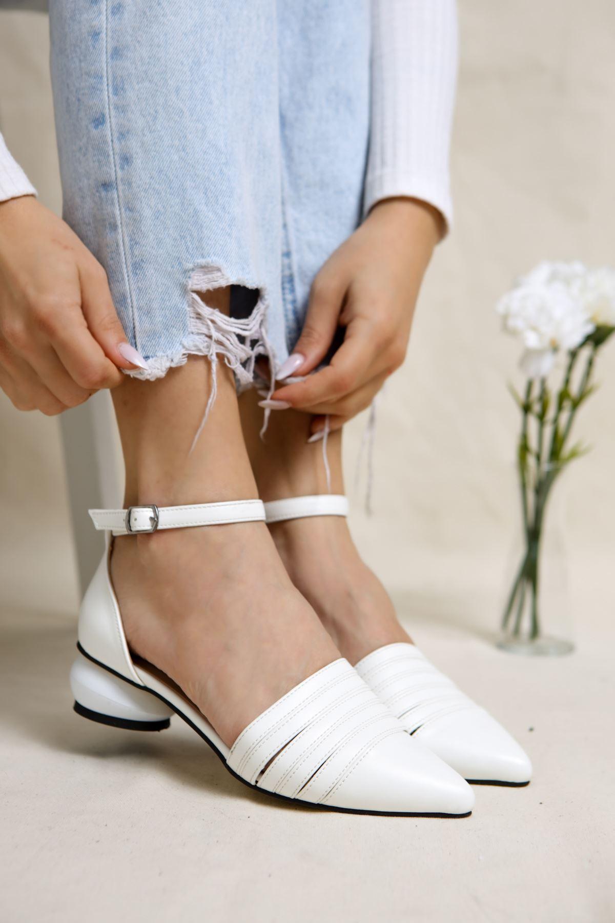 Sandra Beyaz Mat Deri Kadın Günlük Topuklu Ayakkabı