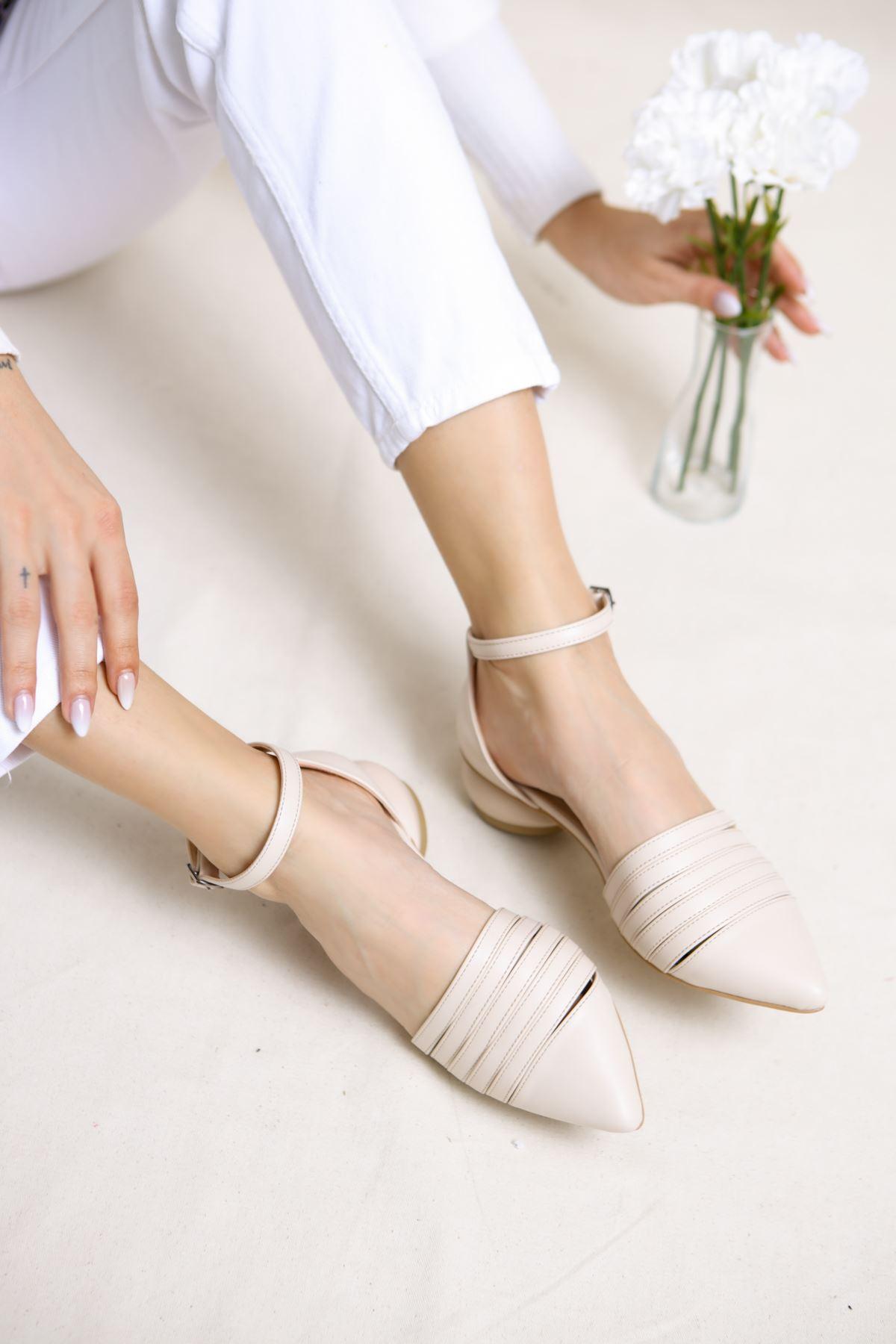 Sandra Krem Mat Deri Kadın Günlük Topuklu Ayakkabı