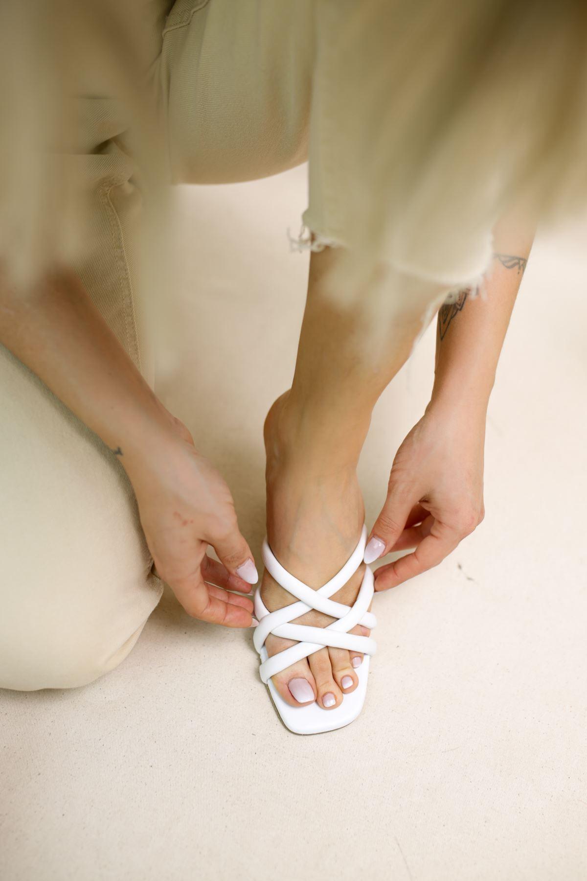Orfeo Beyaz Mat Deri Kadın Topuklu Terlik