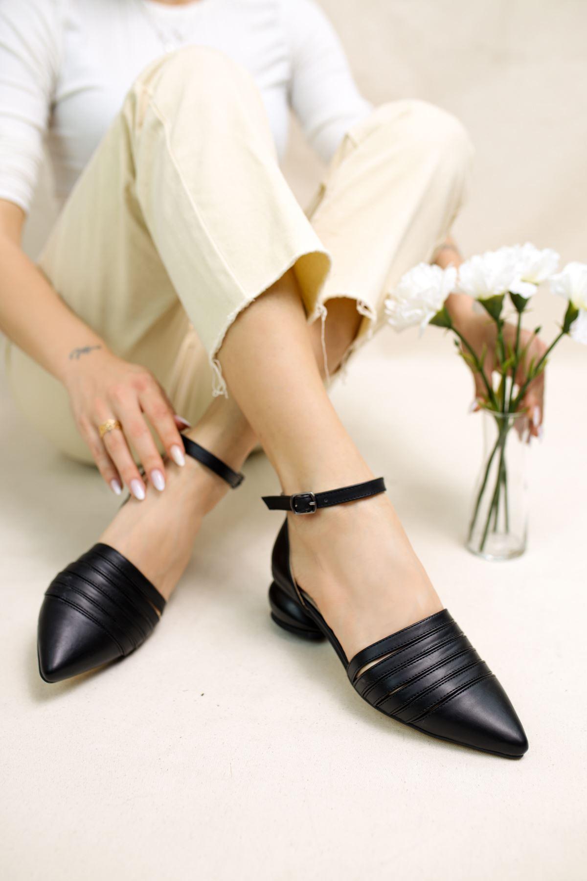 Sandra Siyah Mat Deri Kadın Günlük Topuklu Ayakkabı
