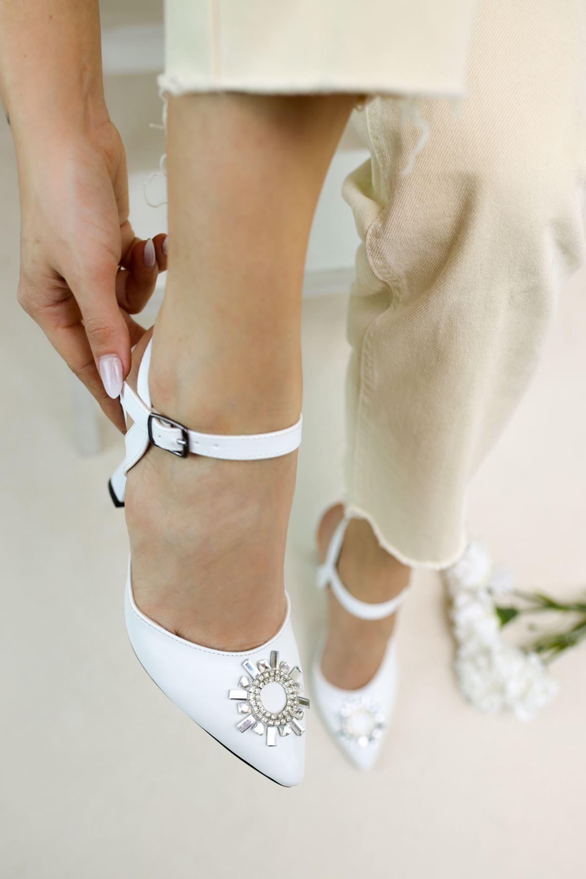 Bella Beyaz Mat Deri Kadın Topuklu Ayakkabı