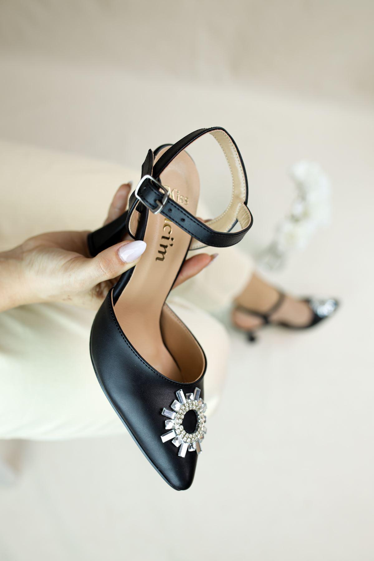 Bella Siyah Mat Deri Kadın Topuklu Ayakkabı