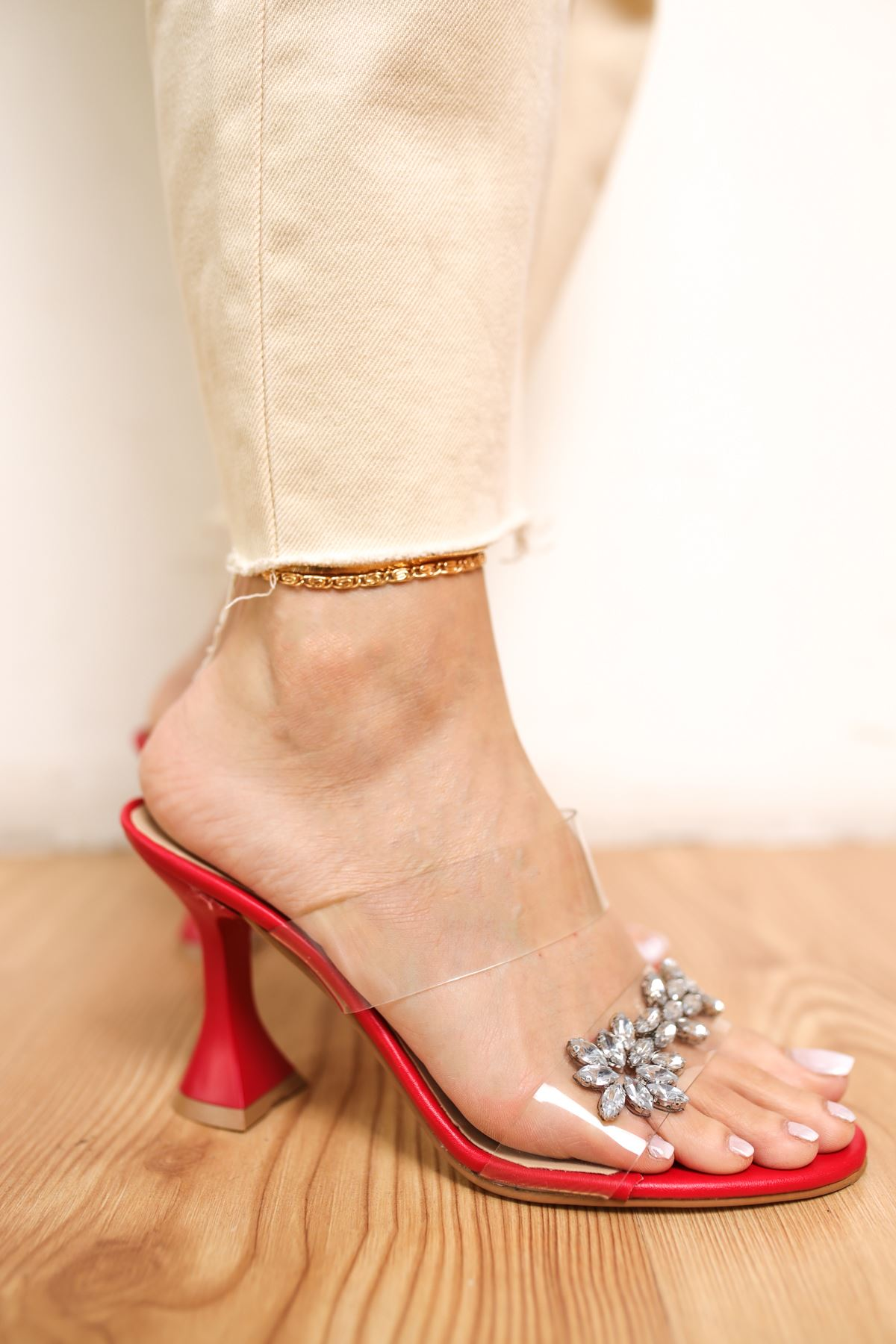 Merino Kırmızı Mat Deri Taşlı Kadın Topuklu Ayakkabı