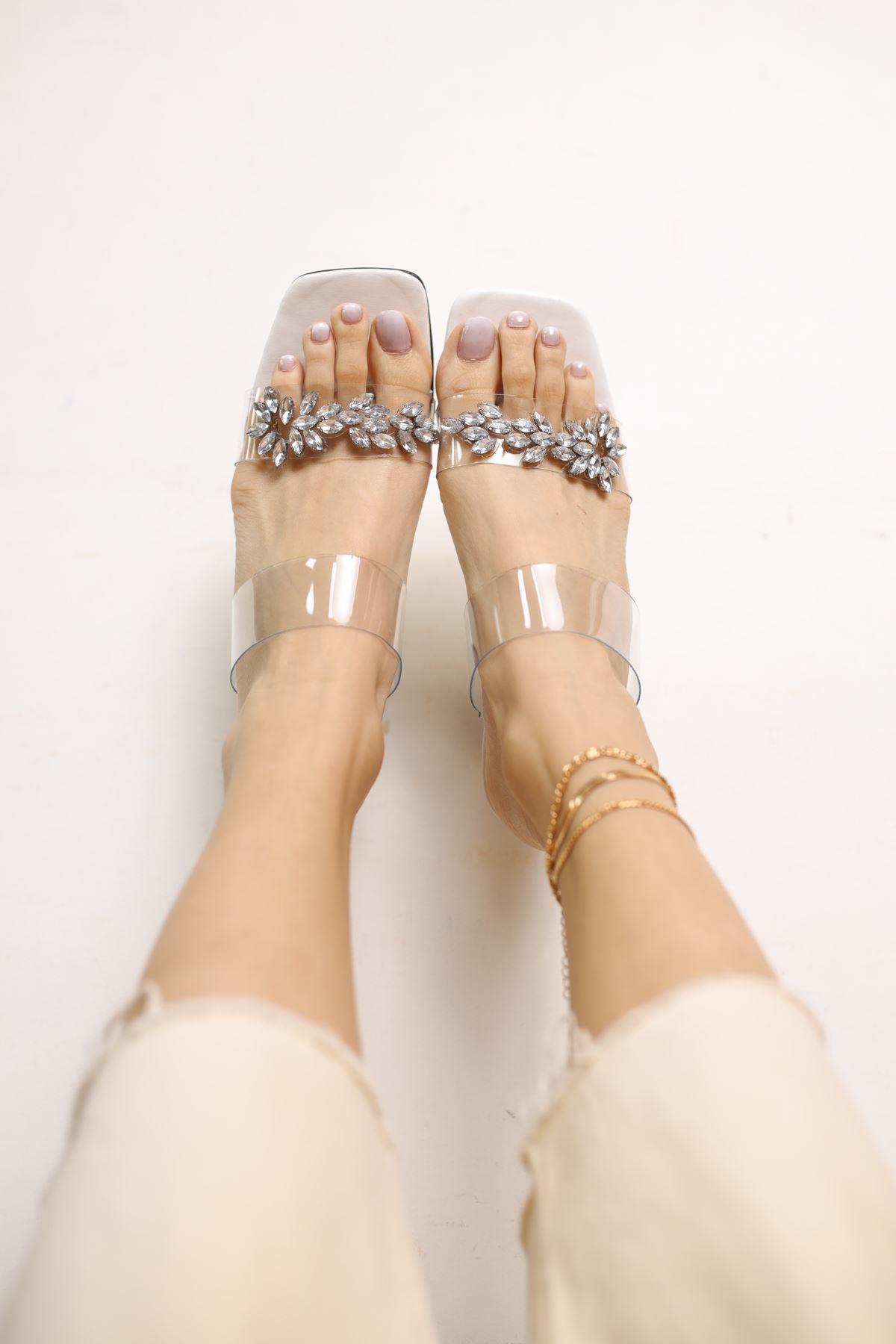 Gali Beyaz Mat Deri Taşlı Kadın Topuklu Ayakkabı