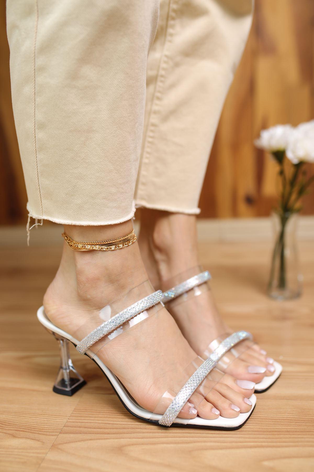 Martin Beyaz Mat Deri Taşlı Şeffaf Kadın Topuklu Ayakkabı