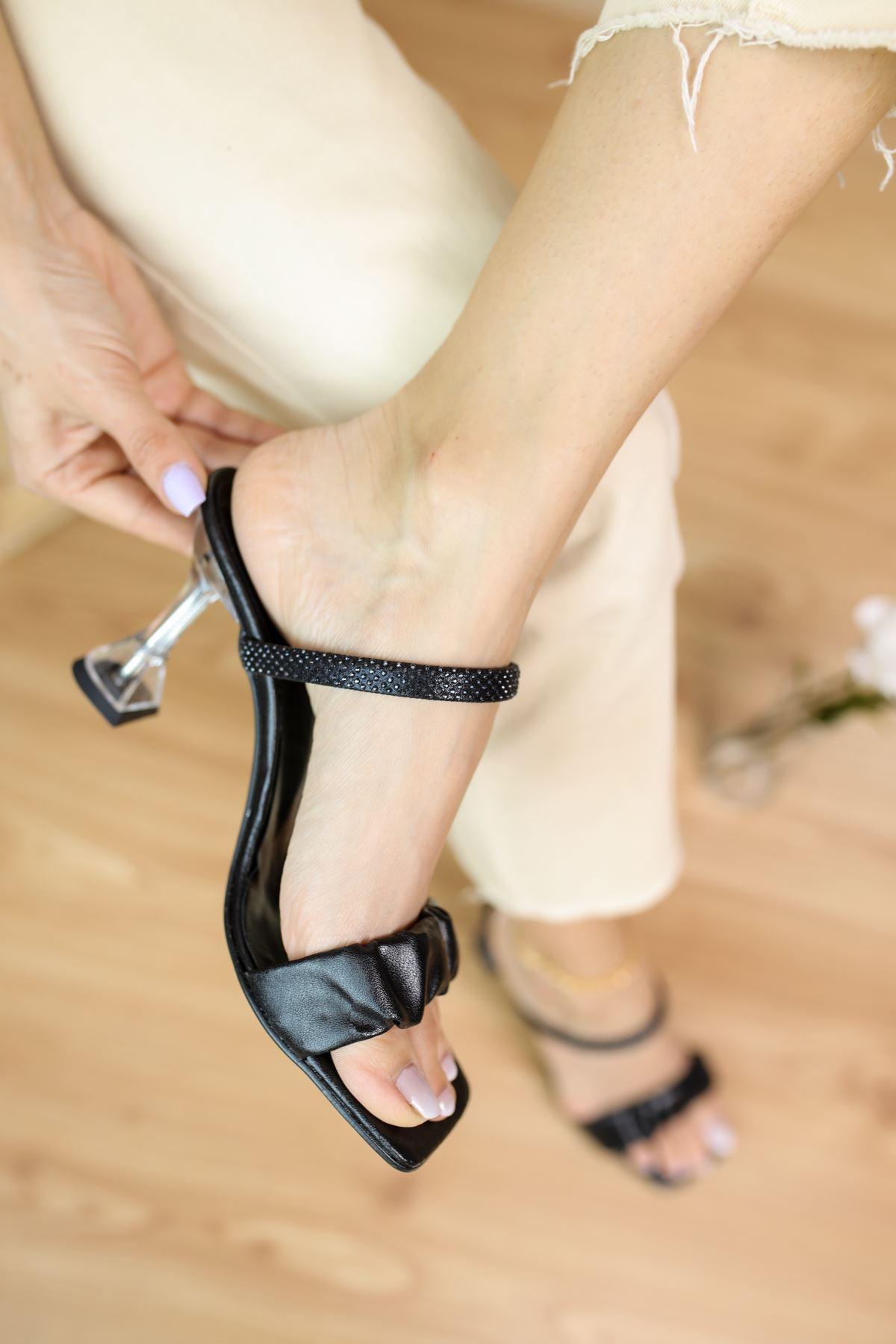 Barba Siyah Mat Deri Kadın Topuklu Ayakkabı