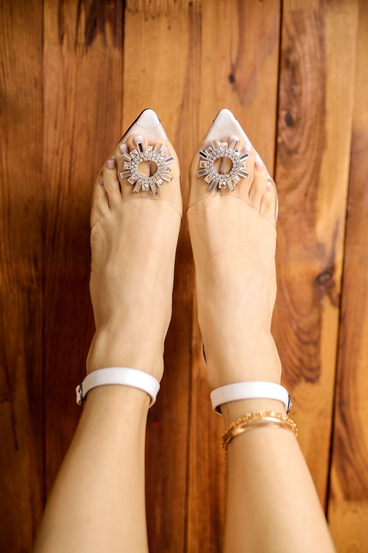 Gino Beyaz Mat Deri Kadın Topuklu Ayakkabı