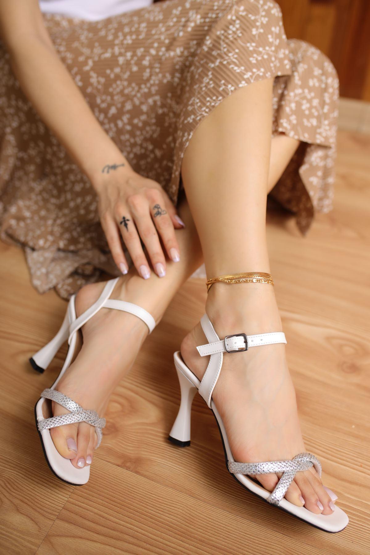 Edda Beyaz Mat Deri Taşlı Kadın Topuklu Ayakkabı
