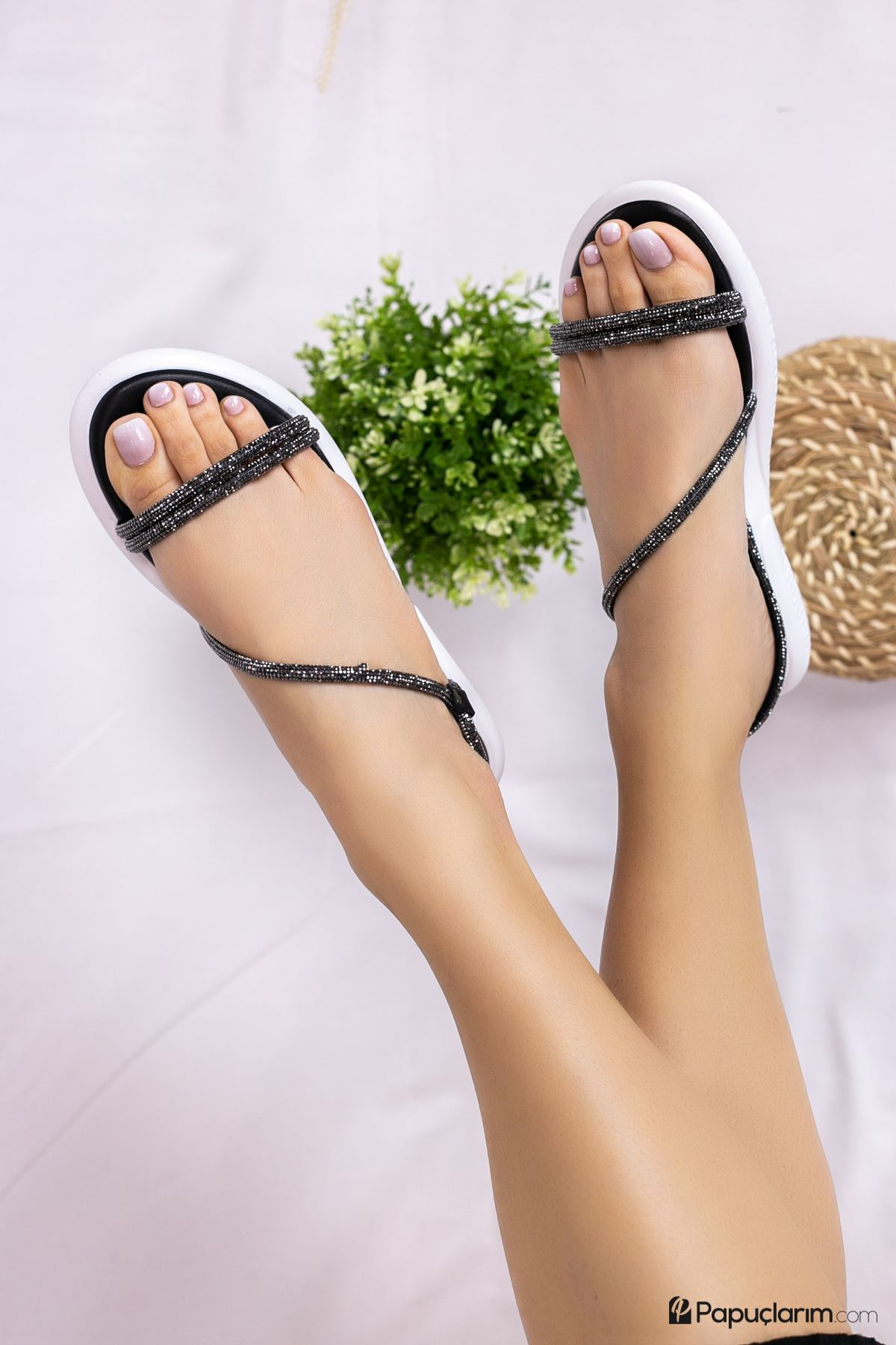 Adalin Siyah Taşlı Sandalet