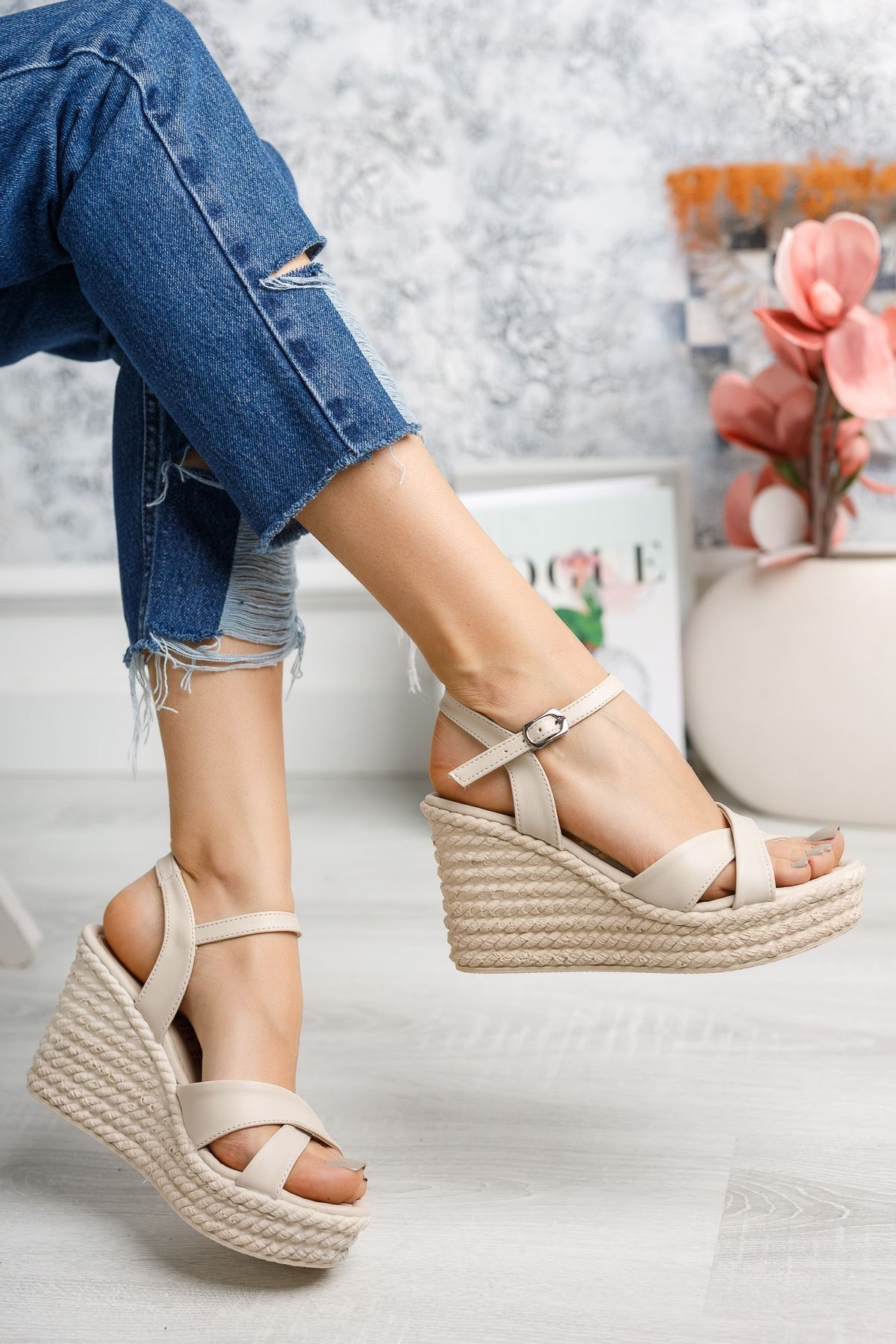 Flag Vizon Mat Deri Dolgu Topuk Kadın Sandalet