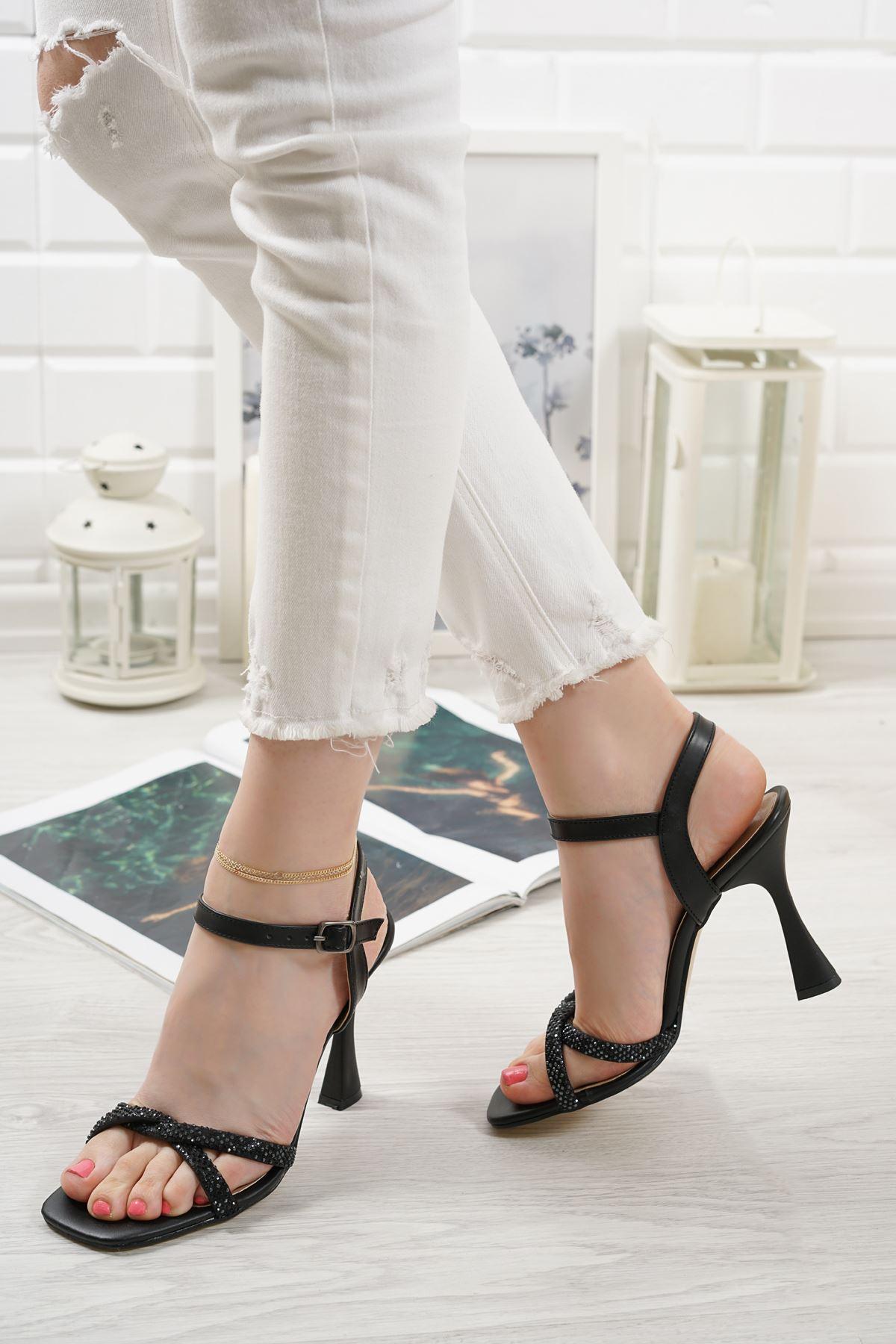Edda Siyah Mat Deri Taşlı Kadın Topuklu Ayakkabı