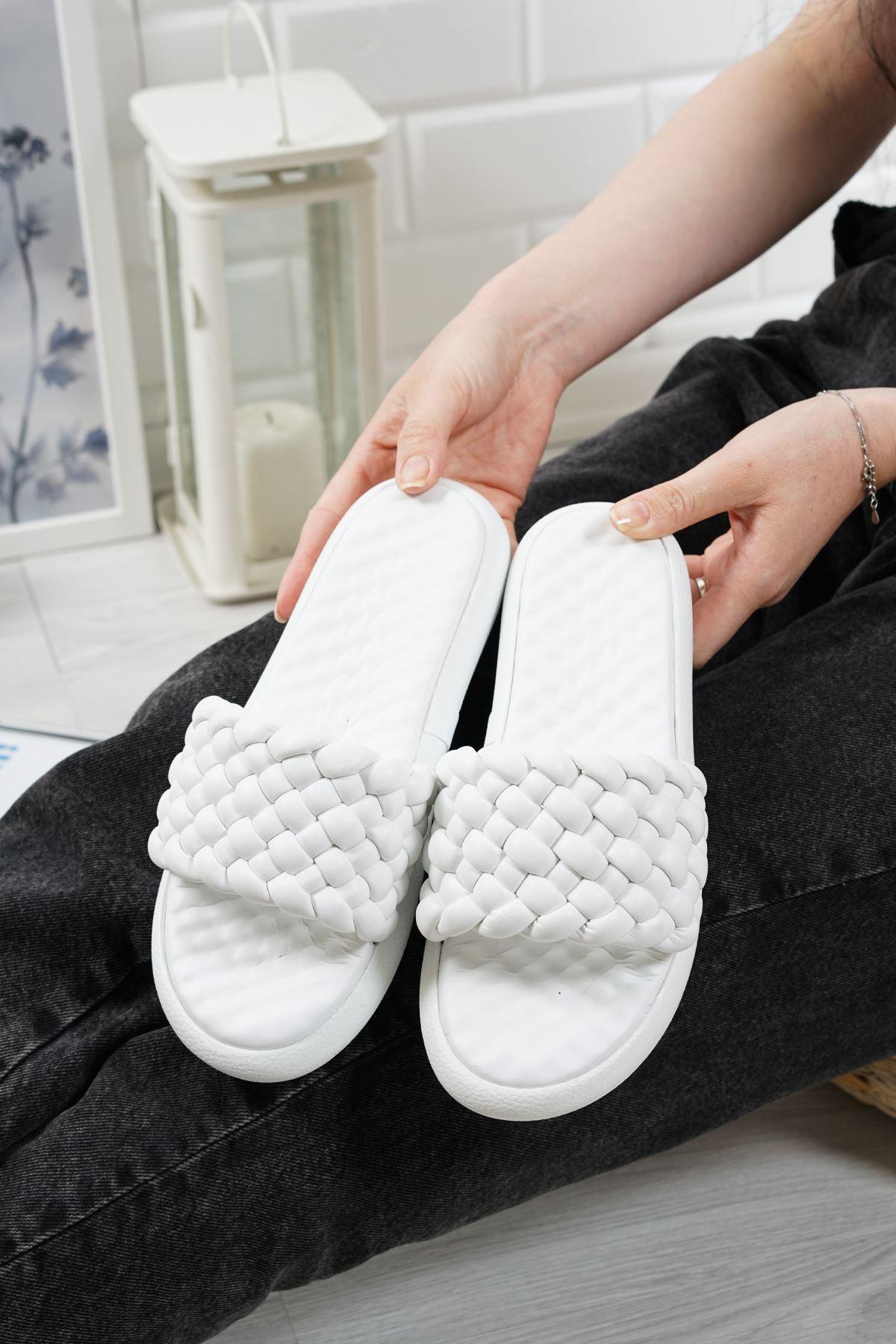 Bettino Beyaz Mat Deri Kadın Terlik