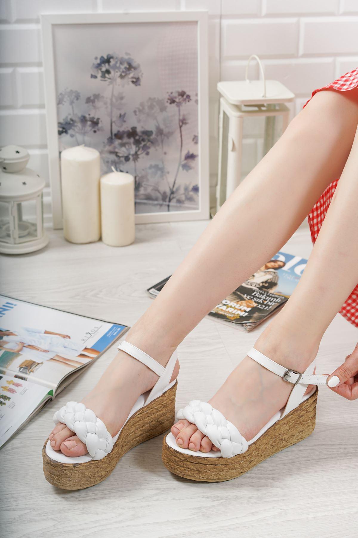 Carmela Beyaz Mat Deri Kadın Dolgu Topuk Sandalet