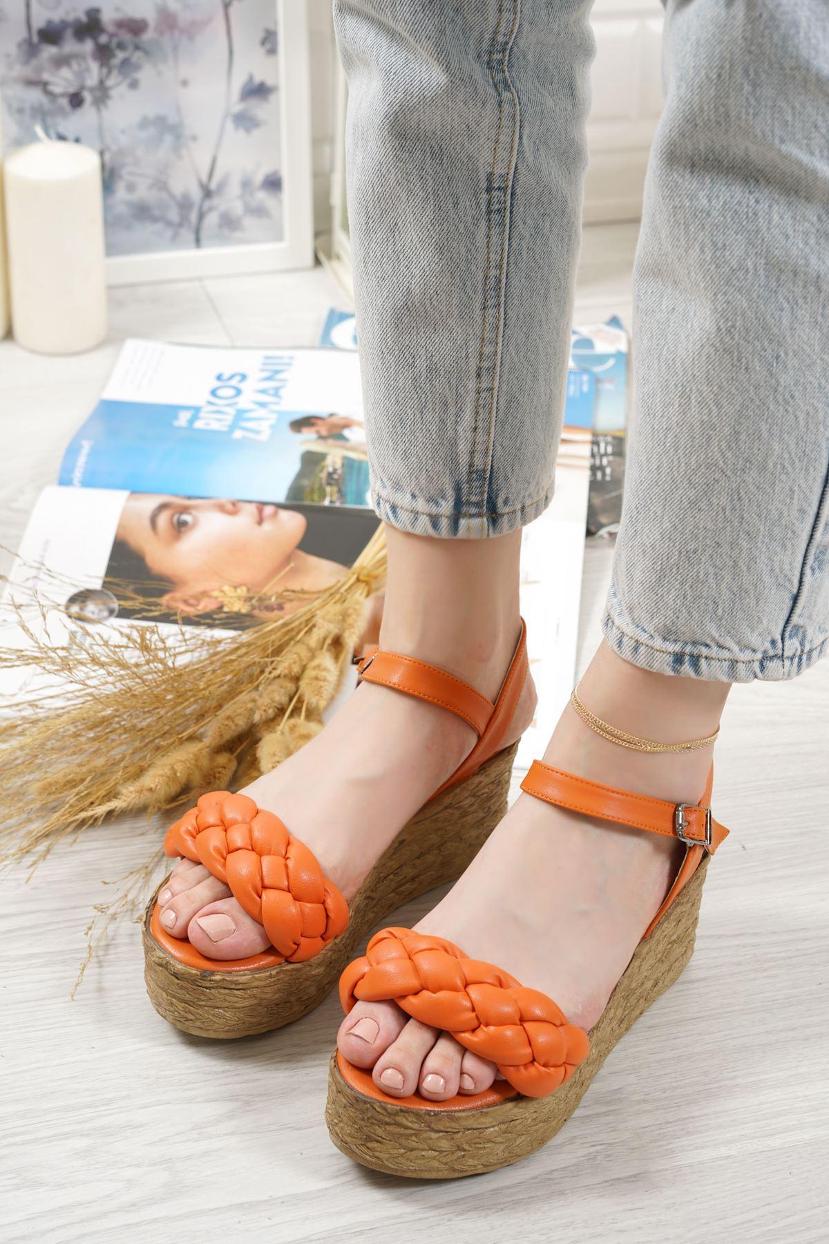 Carmela Oranj Mat Deri Kadın Dolgu Topuk Sandalet