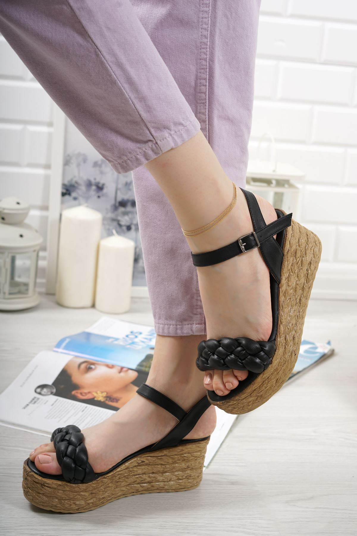 Carmela Siyah Mat Deri Kadın Dolgu Topuk Sandalet