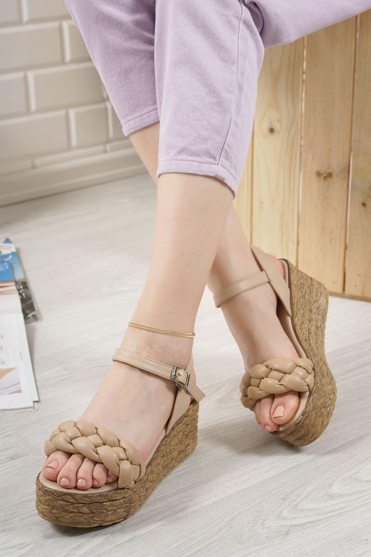 Carmela Vizon Mat Deri Kadın Dolgu Topuk Sandalet