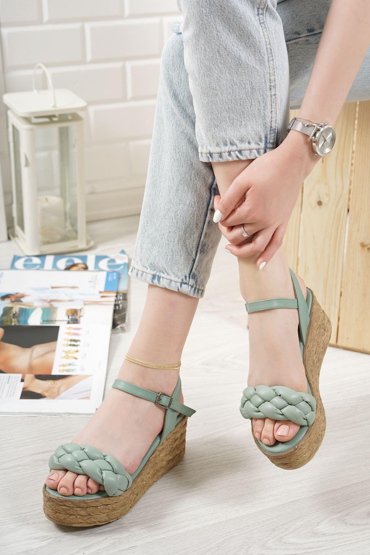 Carmela Yeşil Mat Deri Kadın Dolgu Topuk Sandalet