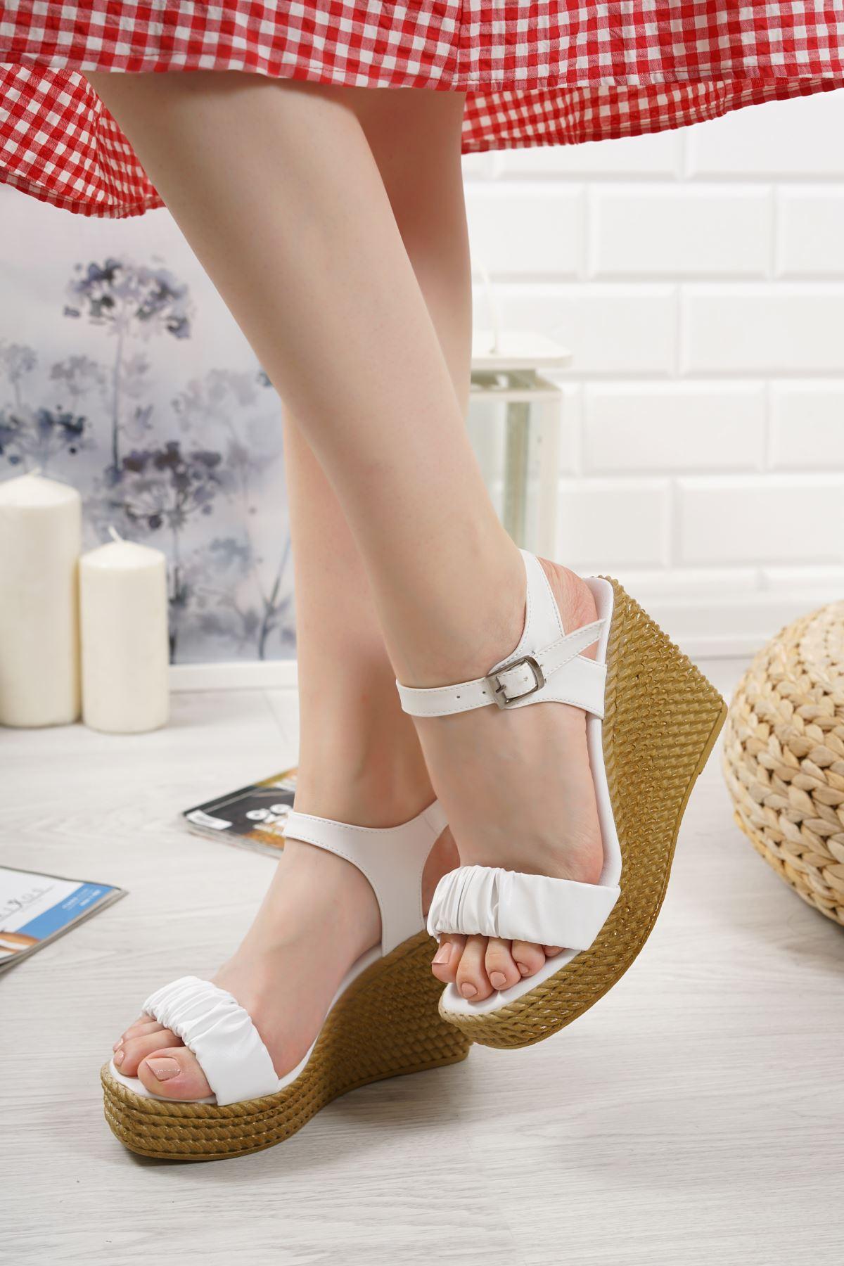 Sante Beyaz Mat Deri Kadın Dolgu Topuk Sandalet