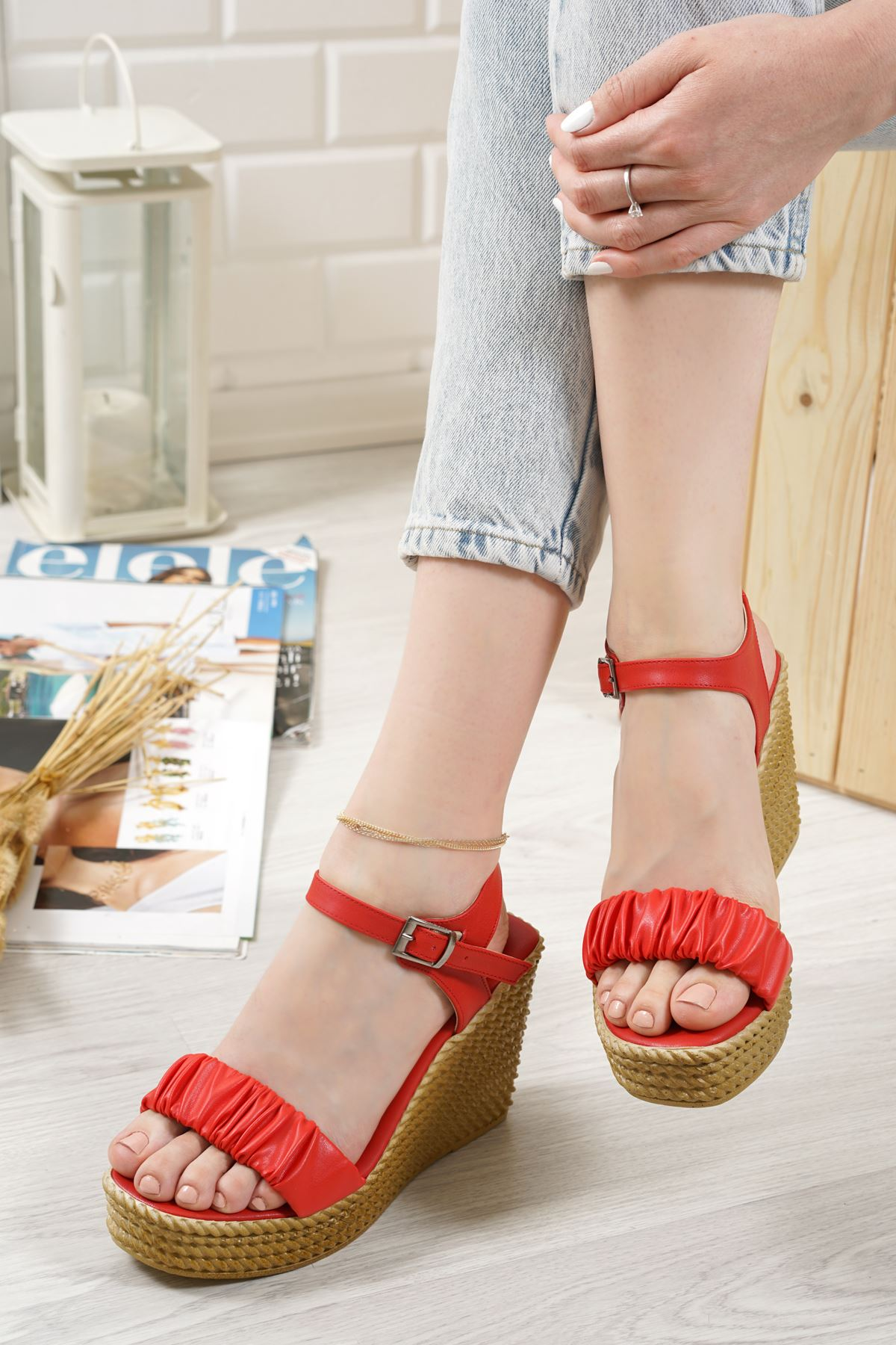 Sante Kırmızı Mat Deri Kadın Dolgu Topuk Sandalet