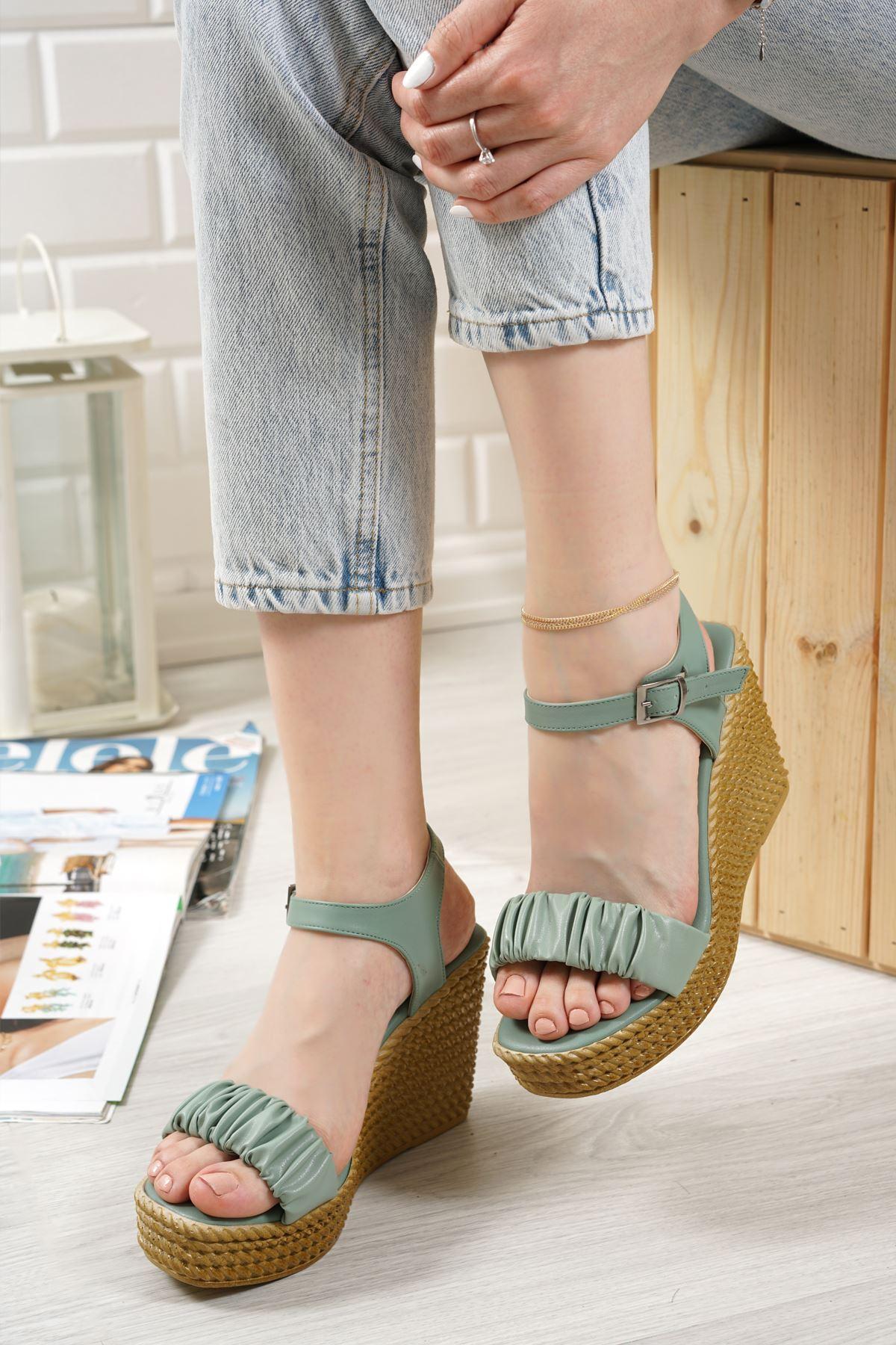 Sante Yeşil Mat Deri Kadın Dolgu Topuk Sandalet