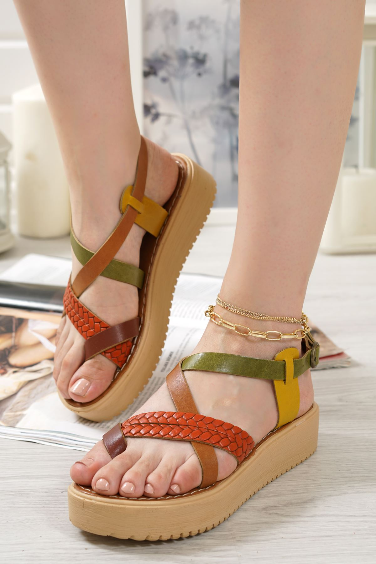 Livio Renkli Hakiki Deri Kadın Sandalet