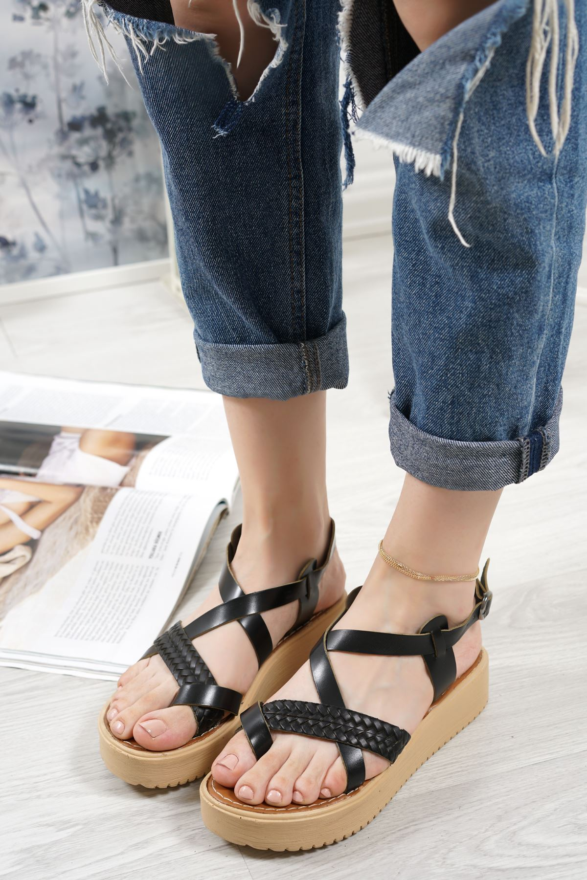 Livio Siyah Hakiki Deri Kadın Sandalet